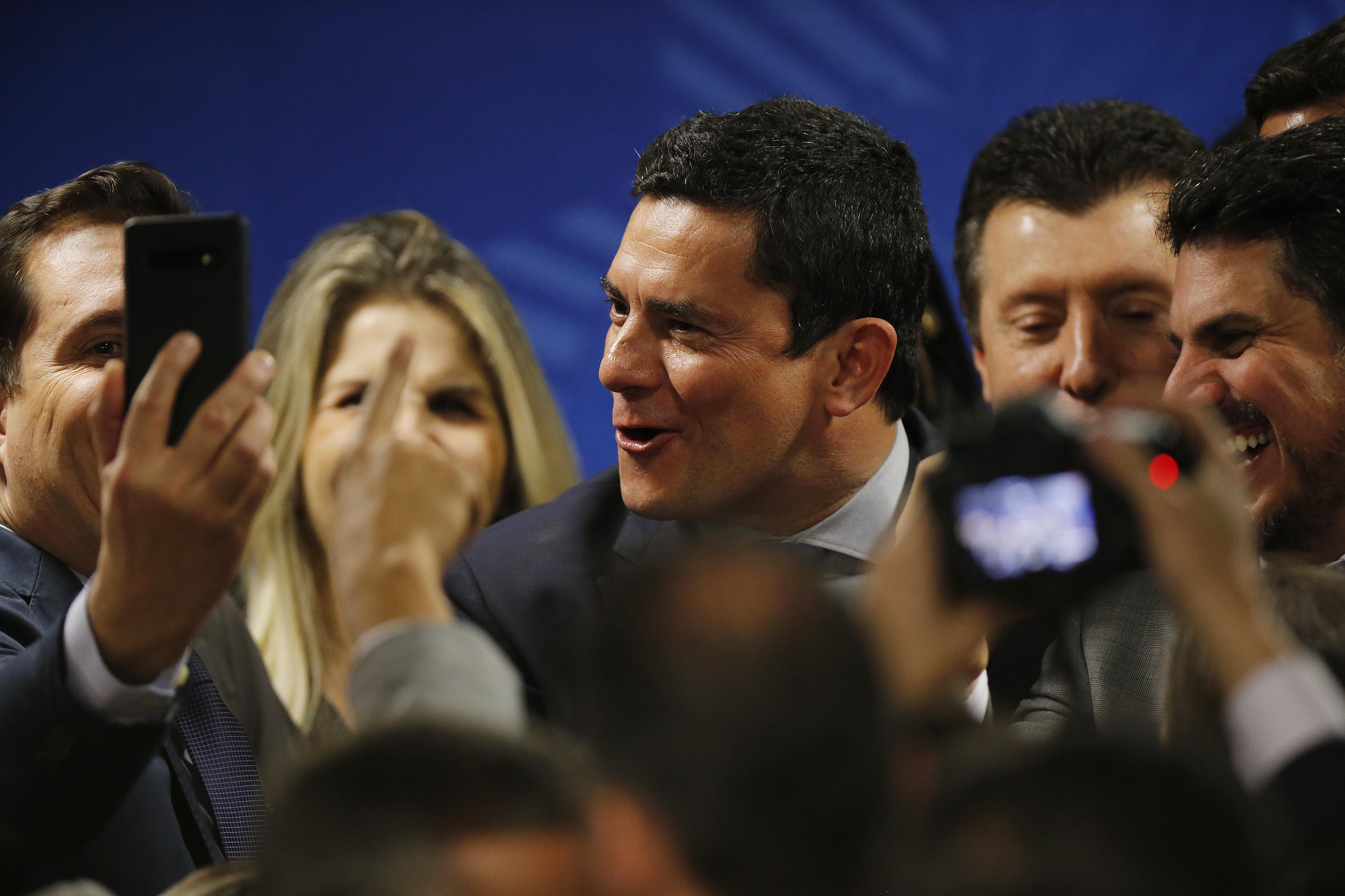 IMAGEM: Comissão da Câmara aprova convites a Moro e Greenwald