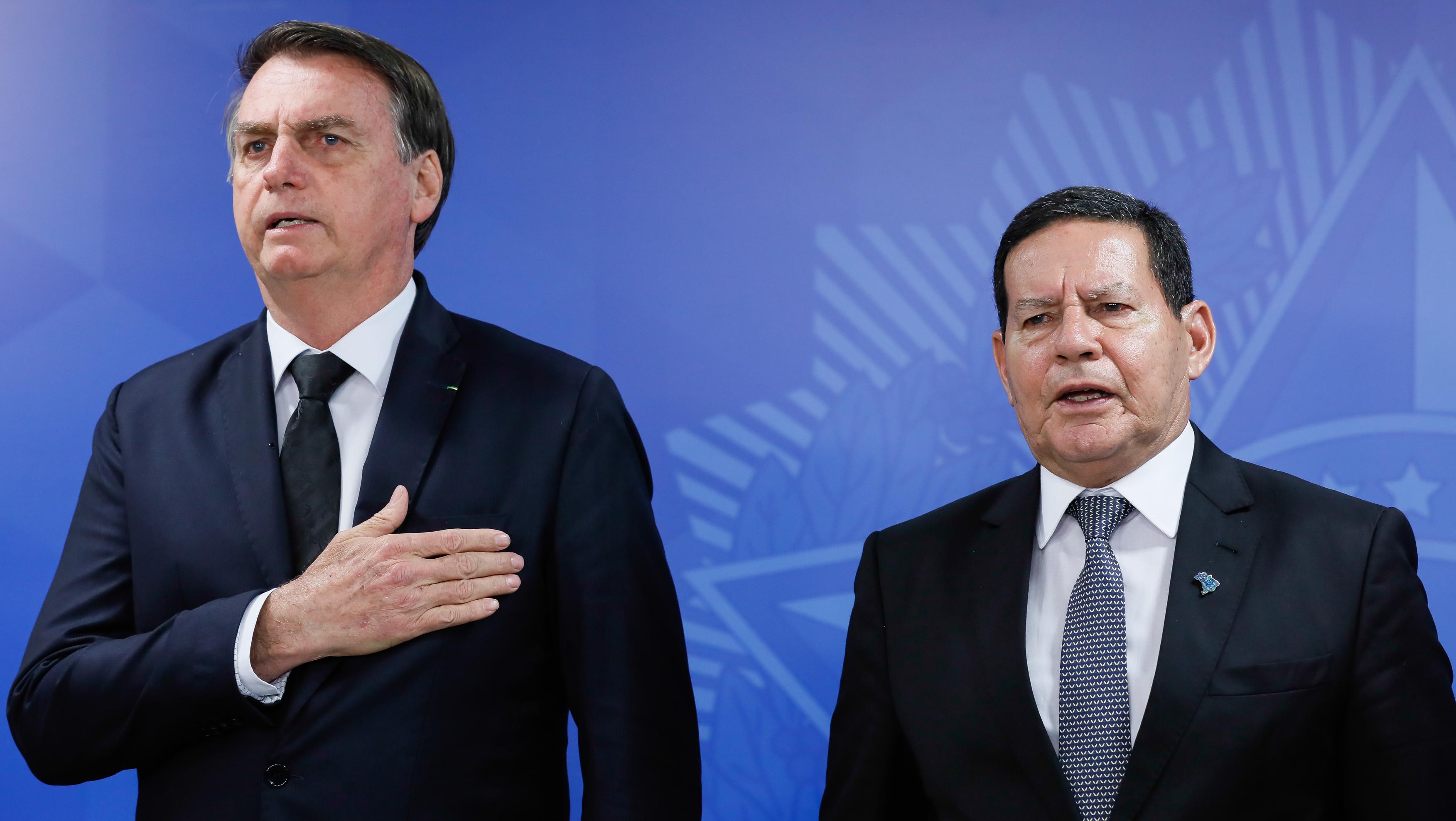 """IMAGEM: """"Bolsonaro não suporta Mourão"""""""