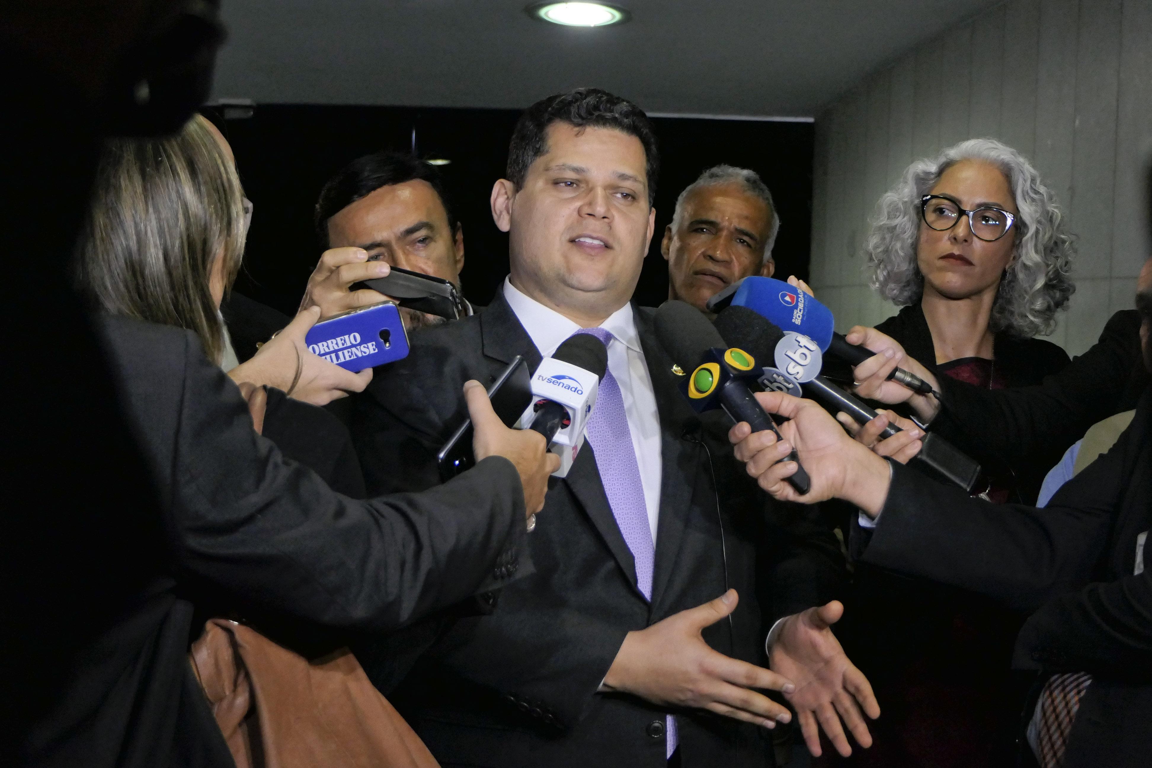 IMAGEM: Alcolumbre nomeia mulher de deputado para assessoria de presidência do Senado