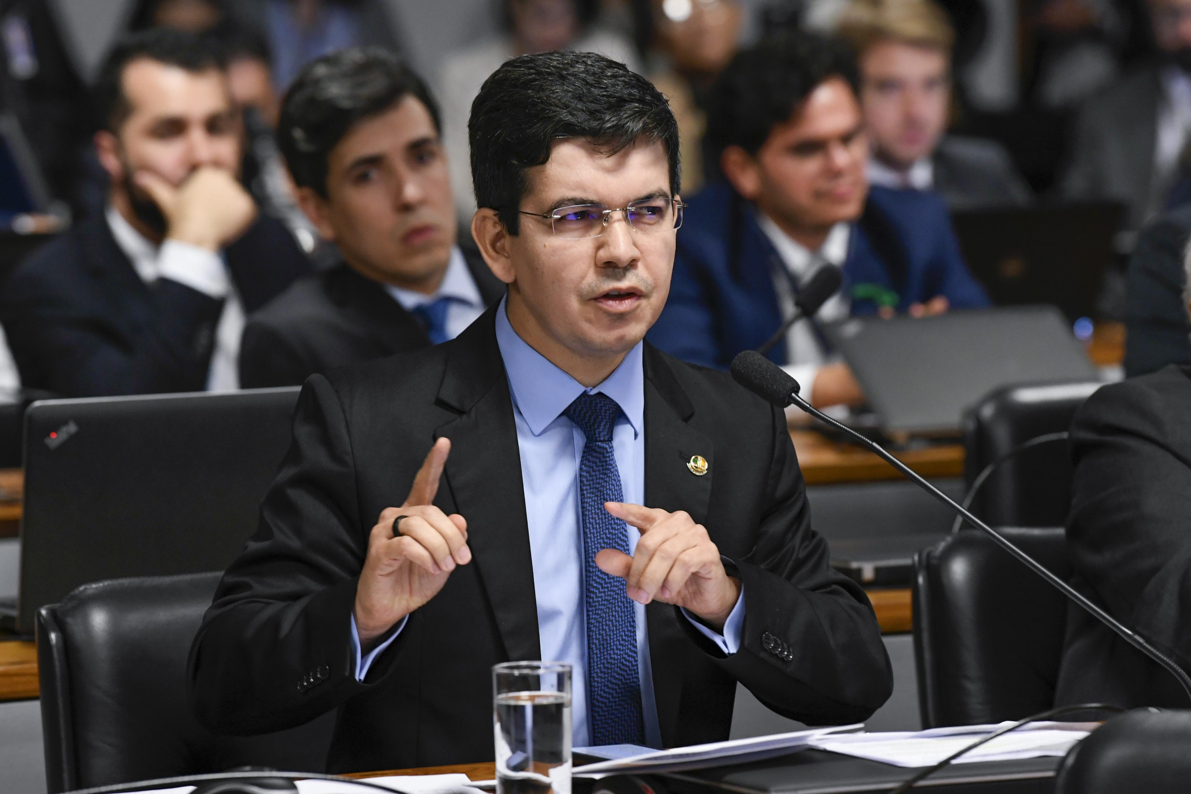 IMAGEM: Lista do Planalto para CPI é 'delação precoce', diz Randolfe