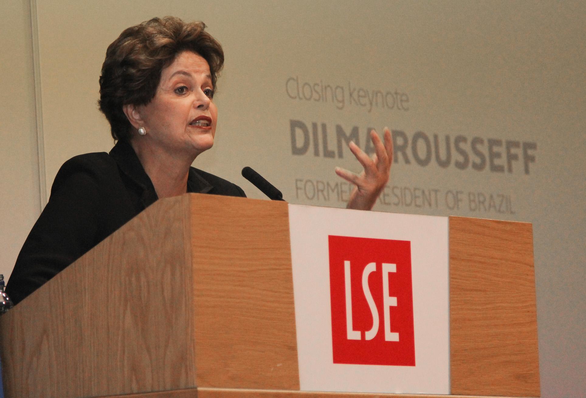 IMAGEM: Dilma diz que contragarantia de Angola aos empréstimos brasileiros era 'dos sonhos'