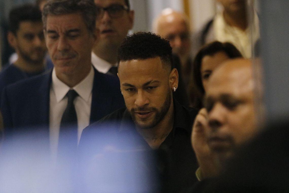 IMAGEM: Advogado da acusadora de Neymar ameaça deixar caso