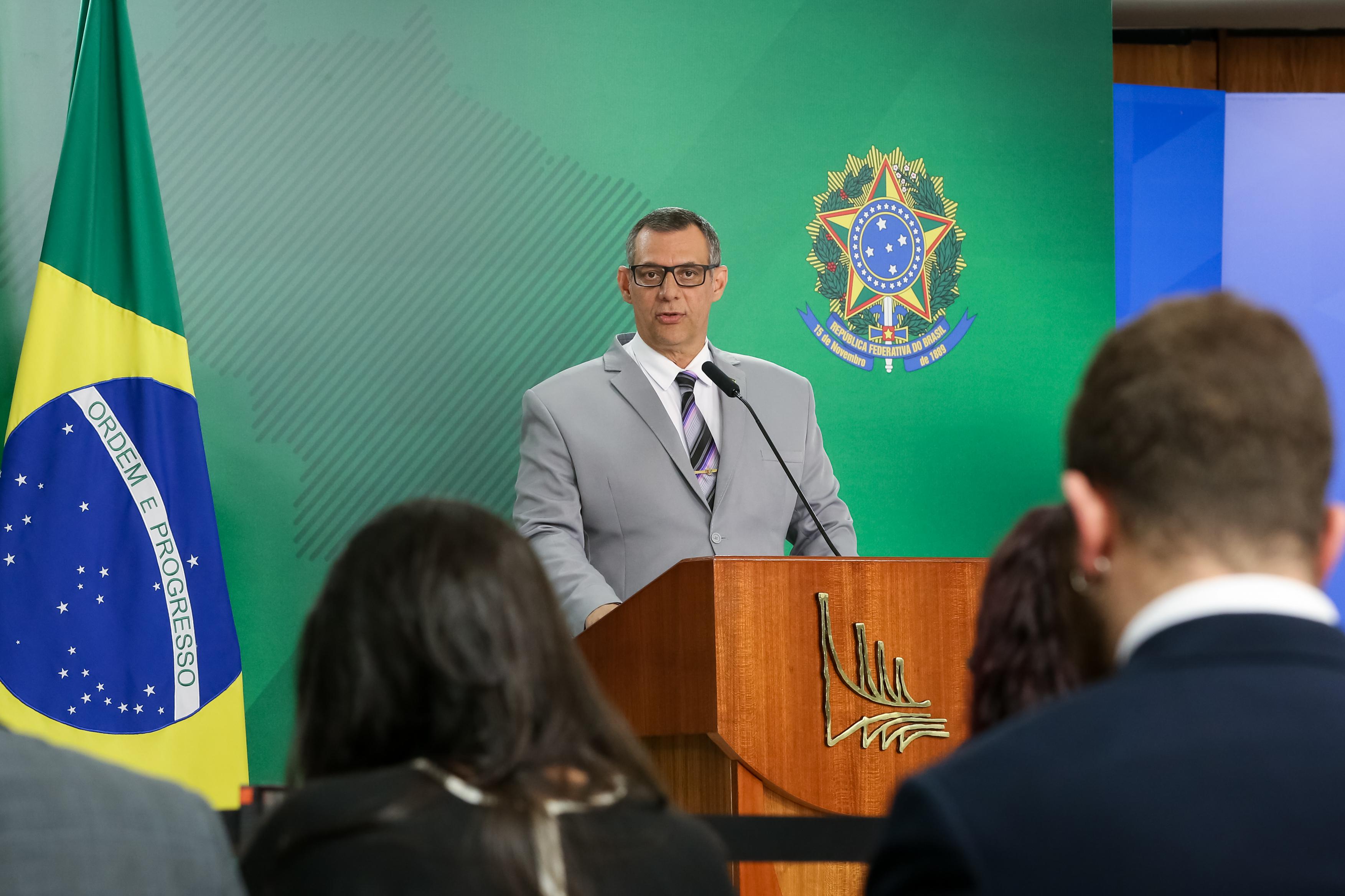 IMAGEM: Bolsonaro tem carteira para pilotar moto, diz Planalto