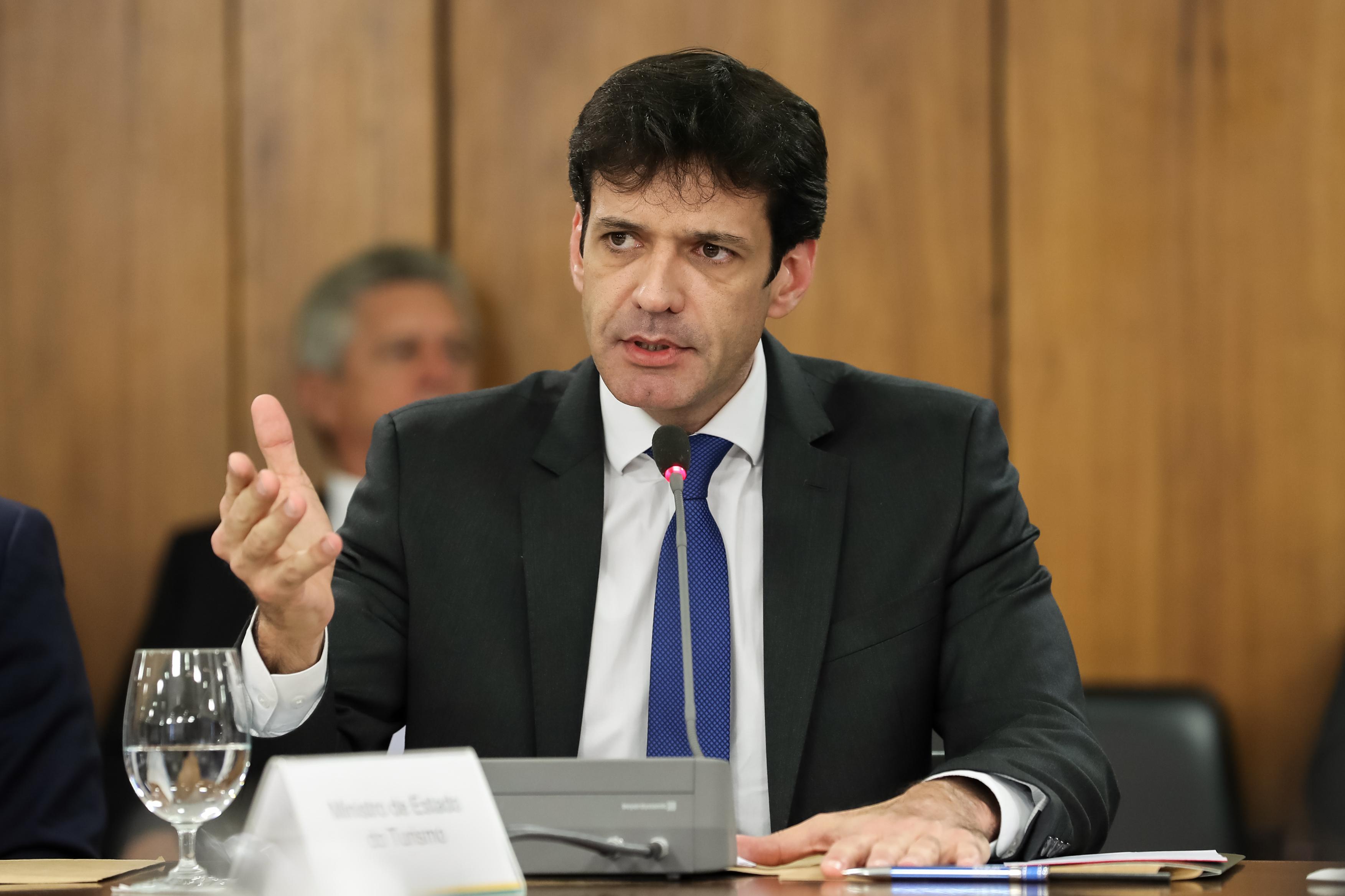 IMAGEM: Ministro do Turismo é indiciado pela PF