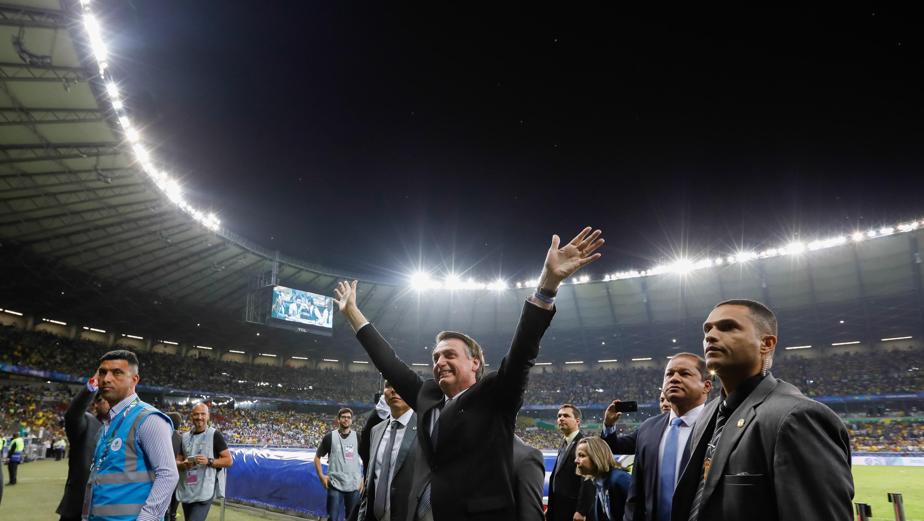 IMAGEM: Bolsonarismo infecta o futebol