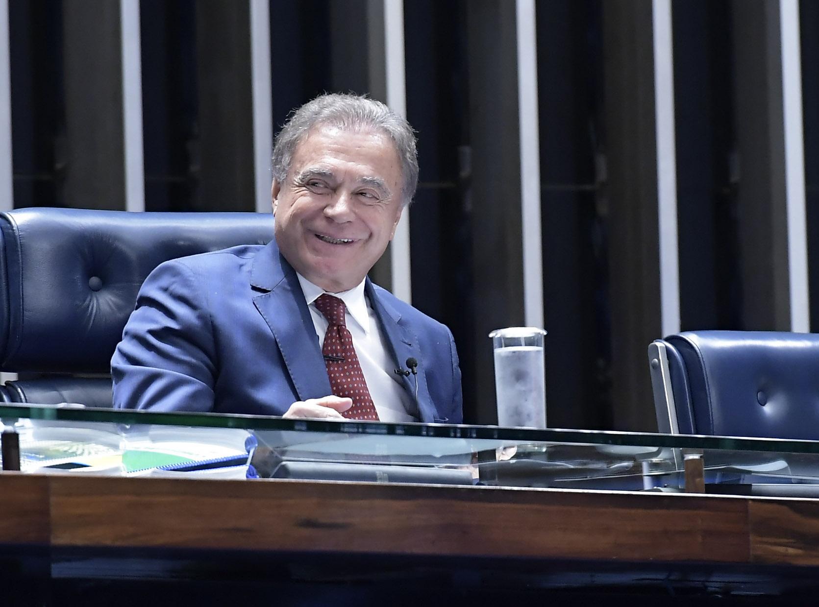 IMAGEM: Podemos quer apresentar o nome de Alvaro Dias, mas há quem ainda aposte em Moro