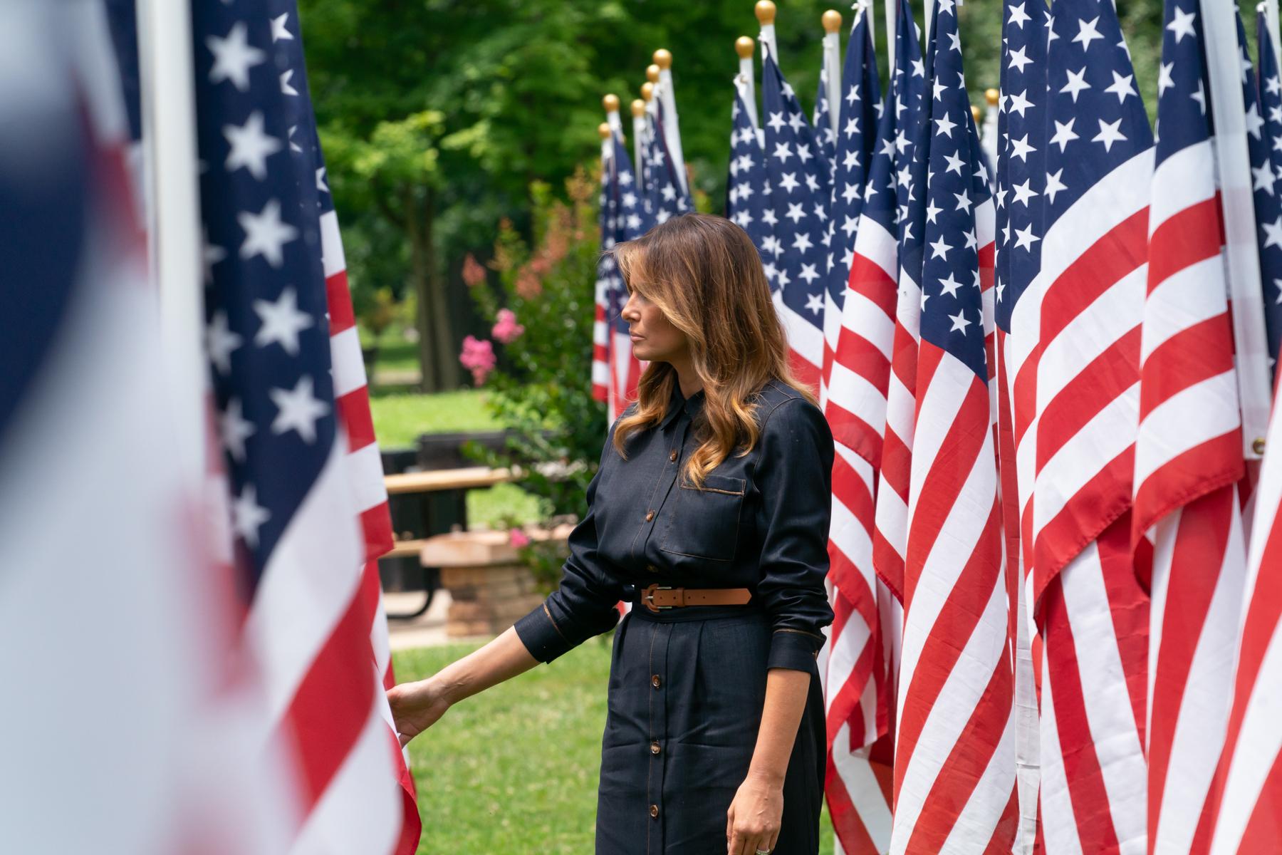 """IMAGEM: Melania Trump: """"O povo americano merece eleições justas"""""""