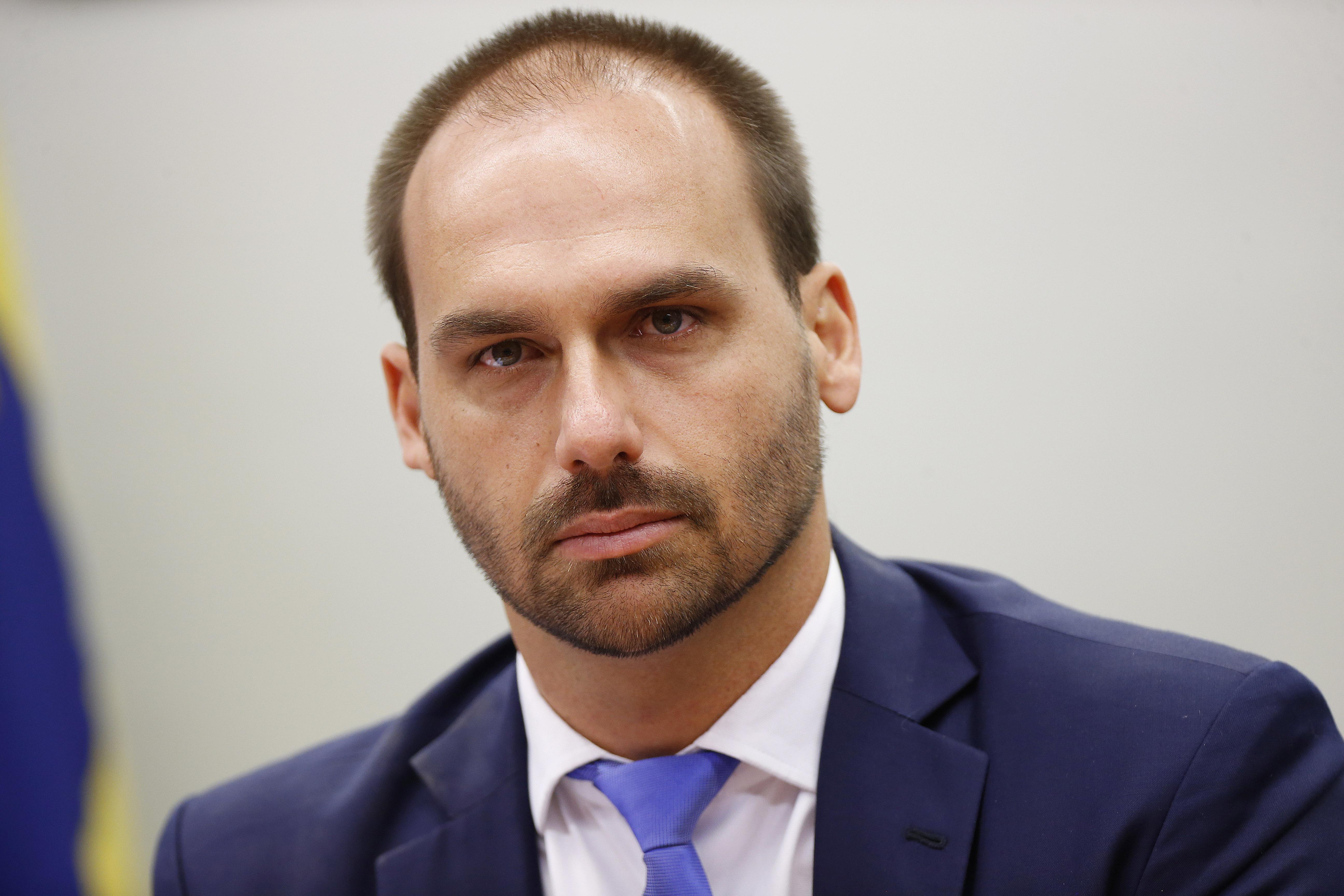IMAGEM: AGU defende que indicação de Eduardo Bolsonaro para embaixada é legal