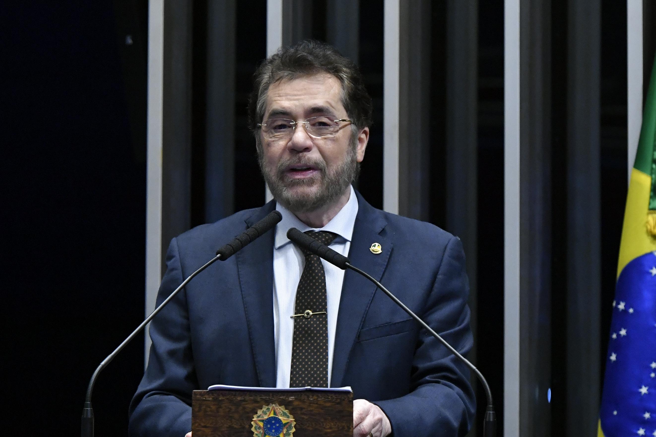 """IMAGEM: Plínio Valério: """"O presidente ainda não conseguiu entender que o Parlamento não é quartel"""""""
