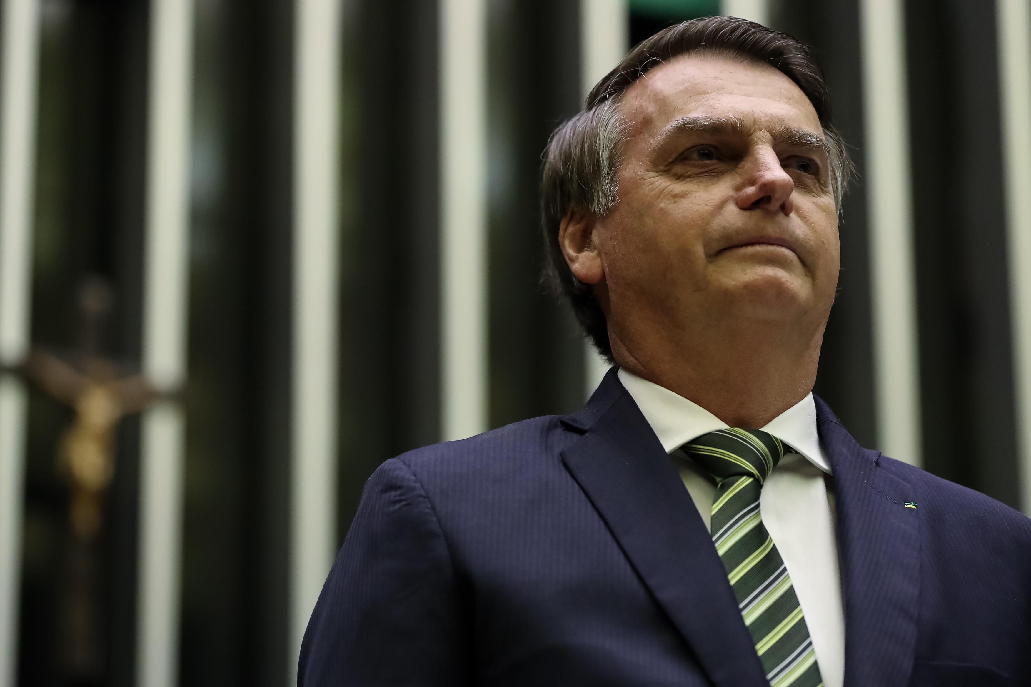IMAGEM: Bolsonaro pode imitar Dilma e atropelar general para o comando do Exército