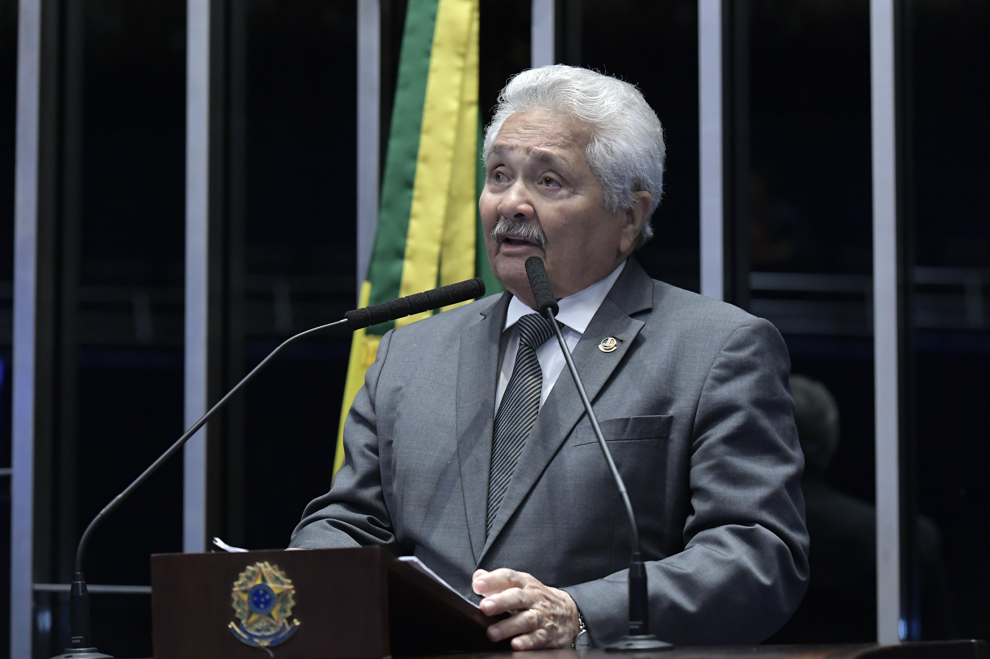 """IMAGEM: Senador do PP diz estar de """"braços abertos"""" para Bolsonaro"""