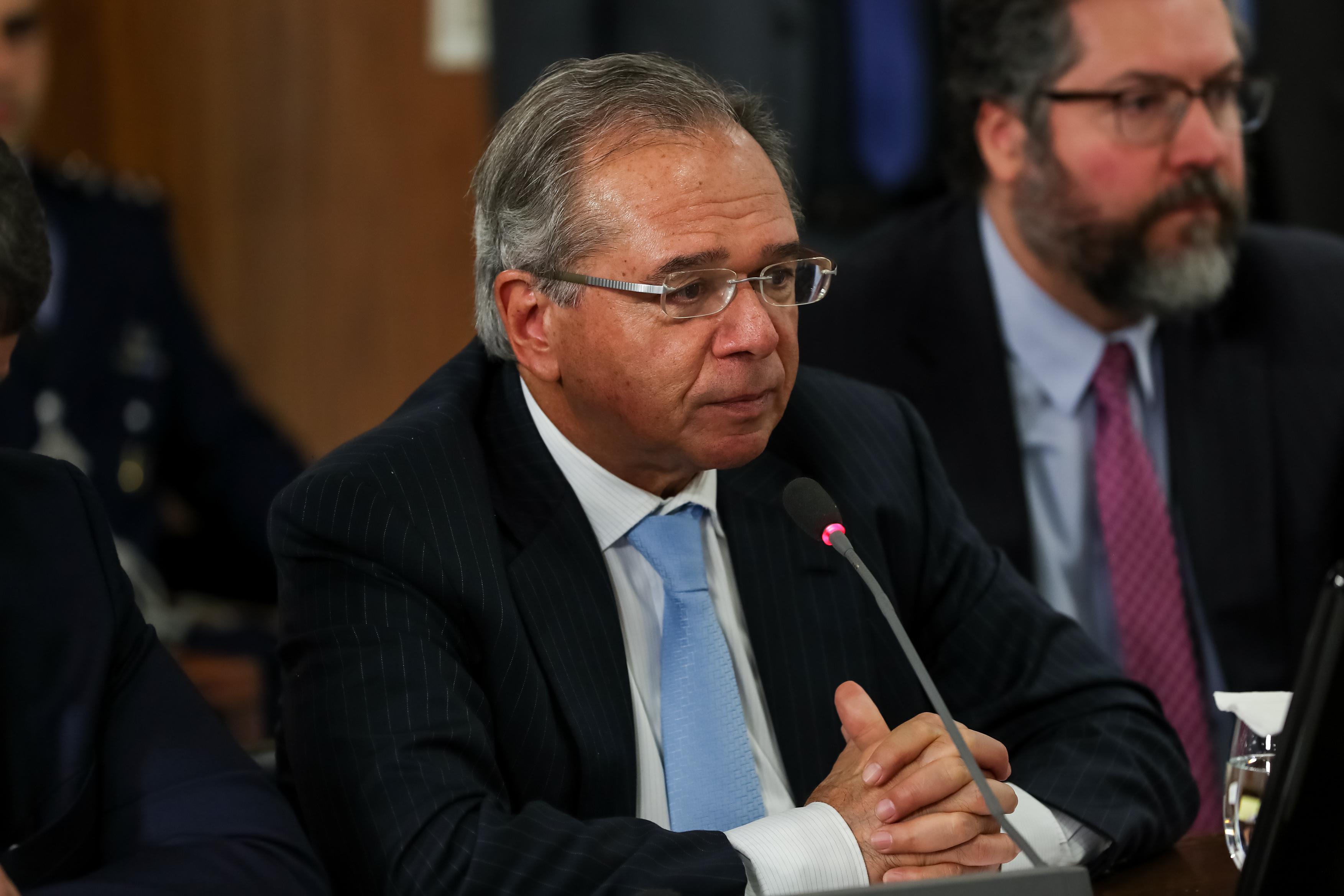 IMAGEM: Guedes diz que FGTS será liberado todos os anos