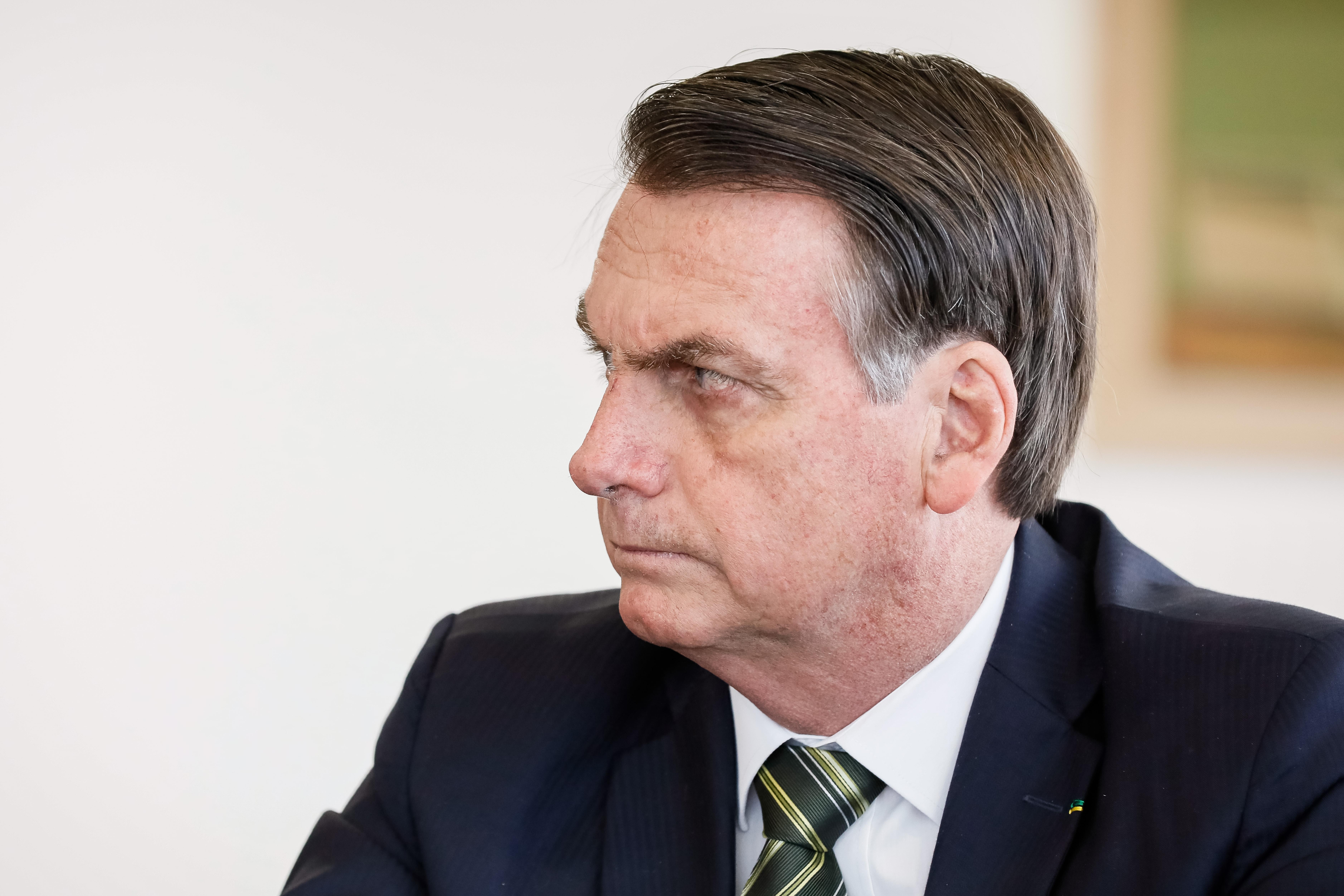 """IMAGEM: Bolsonaro: """"Não é desarmando o povo que você vai evitar isso aí"""""""