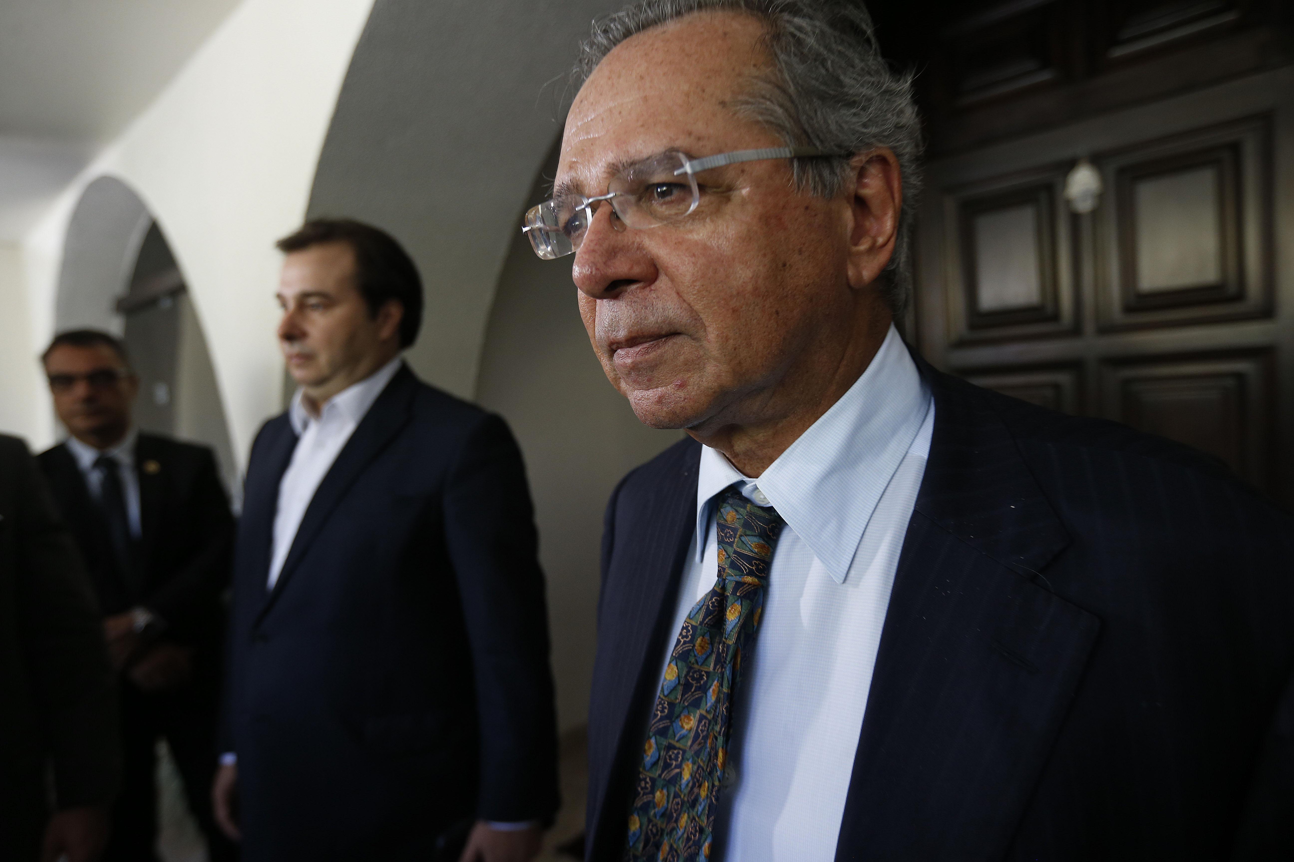 IMAGEM: Guedes aceita prorrogar coronavoucher em duas parcelas de R$ 600