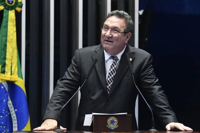 IMAGEM: Lucas Barreto, do PSD, pede votos para ser o 'número 2' do Senado