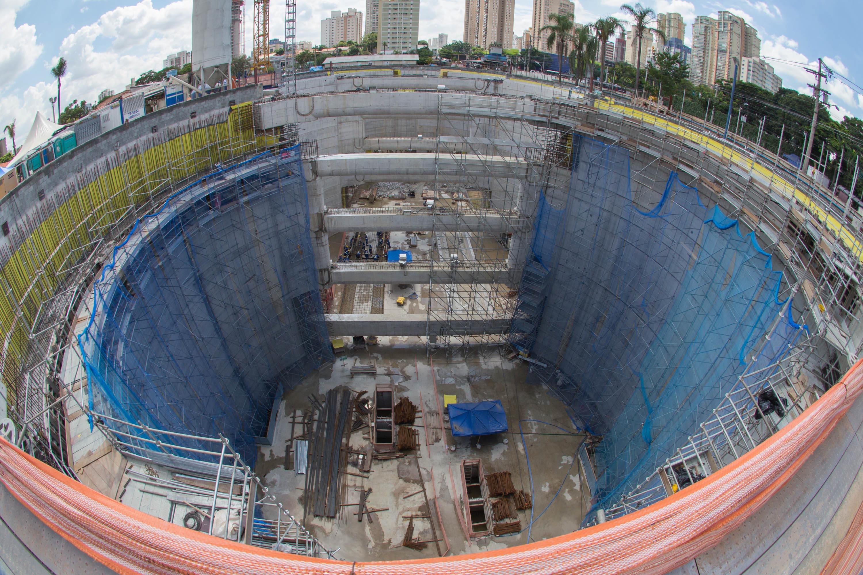 IMAGEM: Bolsonaro sanciona lei que amplia dispensa de licitações