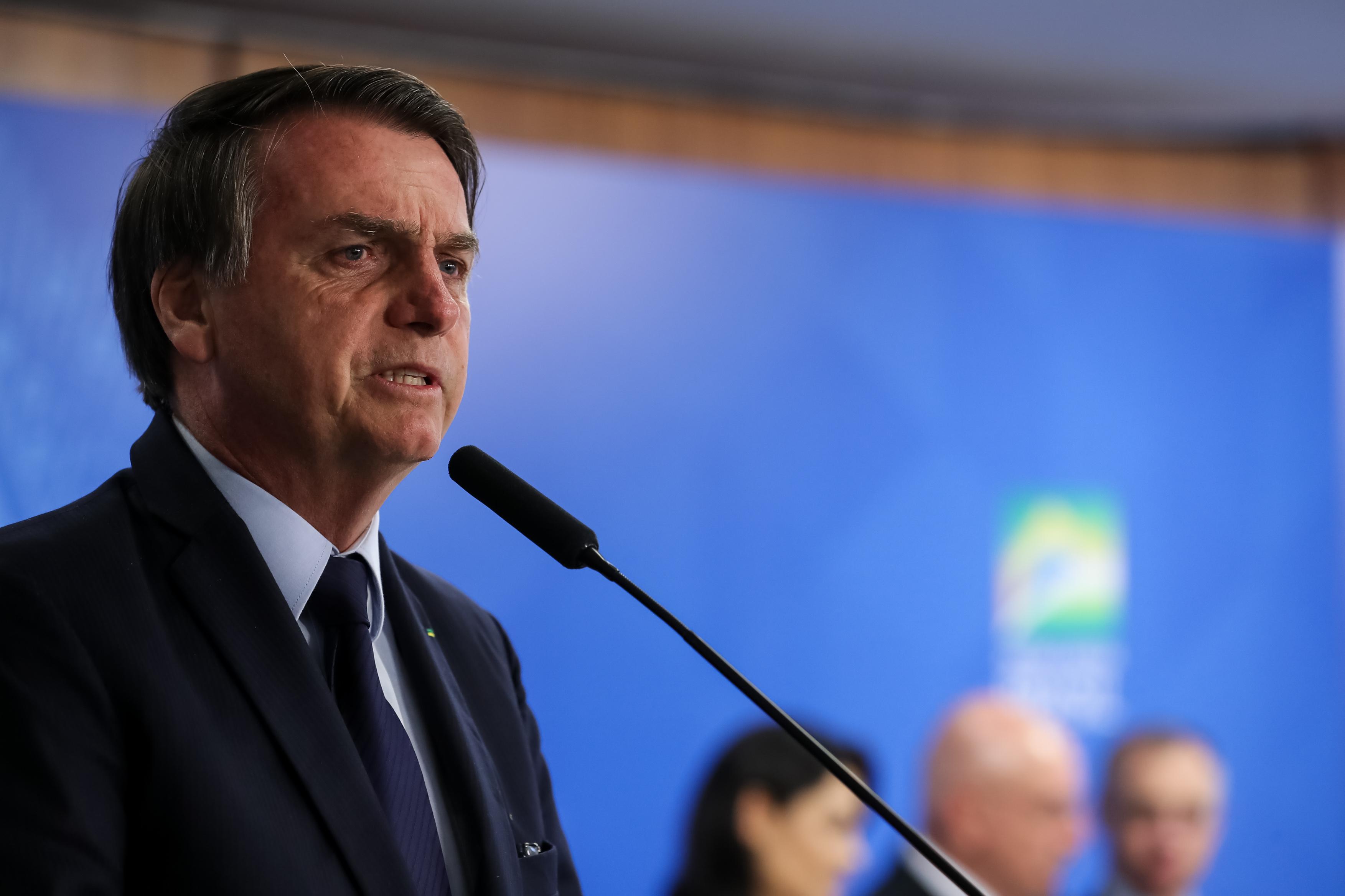 """Bolsonaro pede """"união"""" por Amazônia e ataca Macron"""