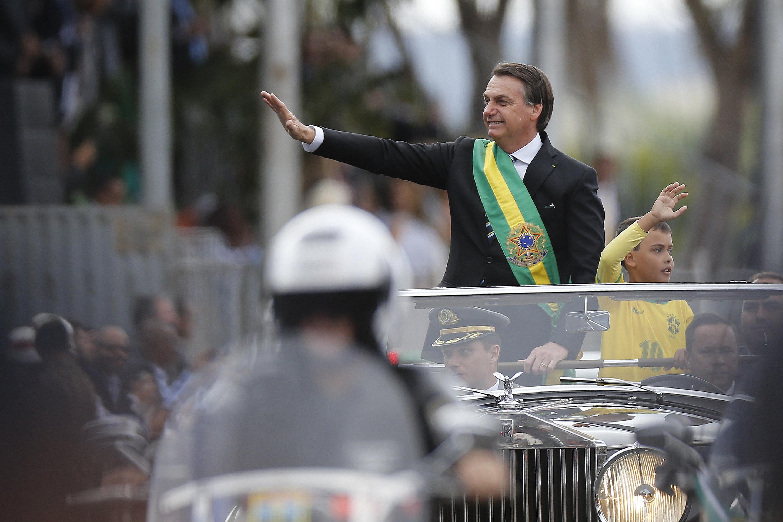 IMAGEM: Globo demite o funcionário que ofendeu o menino que acompanhava Bolsonaro