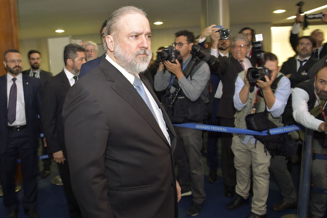 """IMAGEM: Aras contra a """"grampolândia"""" do MP"""