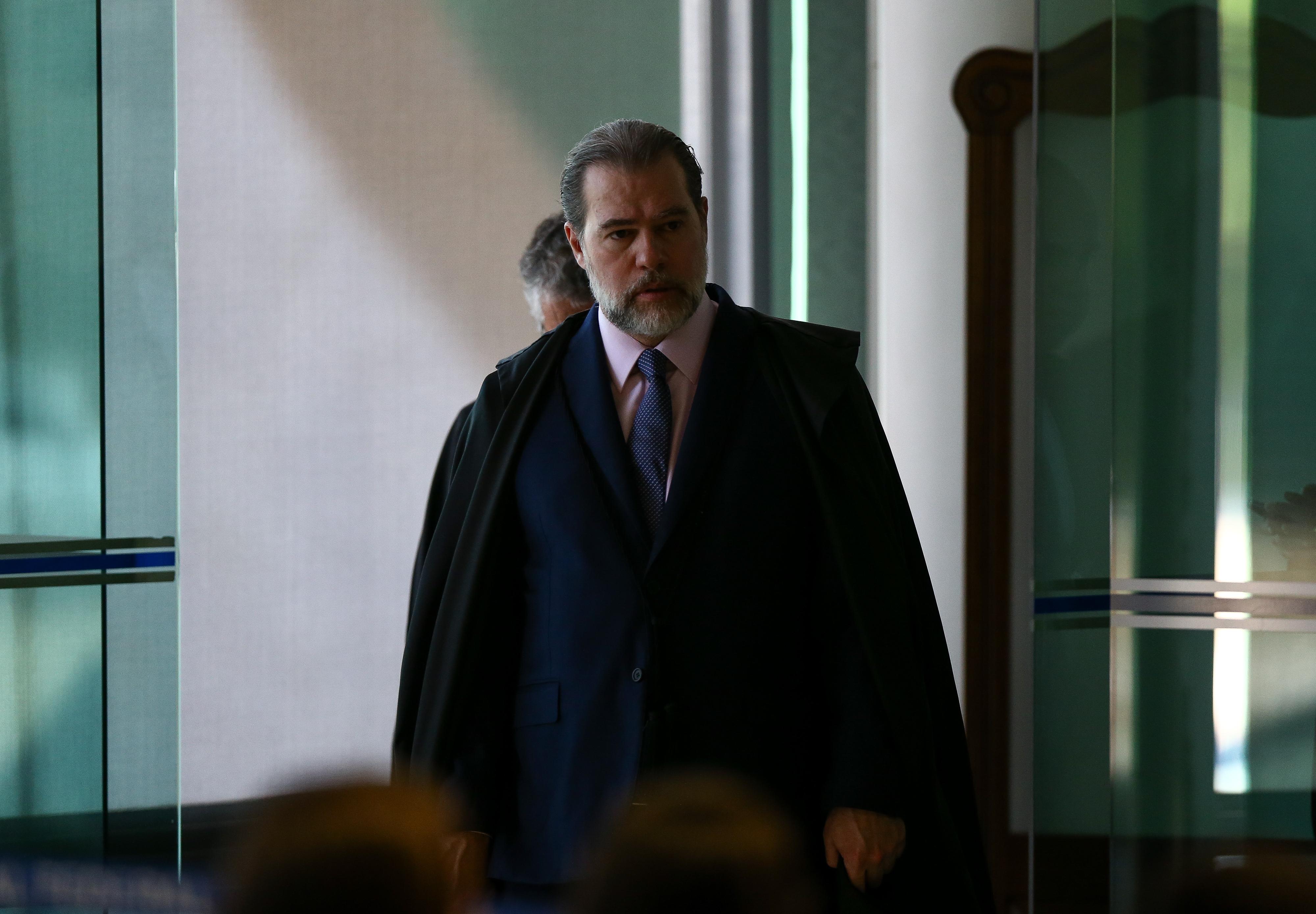 IMAGEM: Advogados comparam decisão de Toffoli a mandado de busca e apreensão coletivo