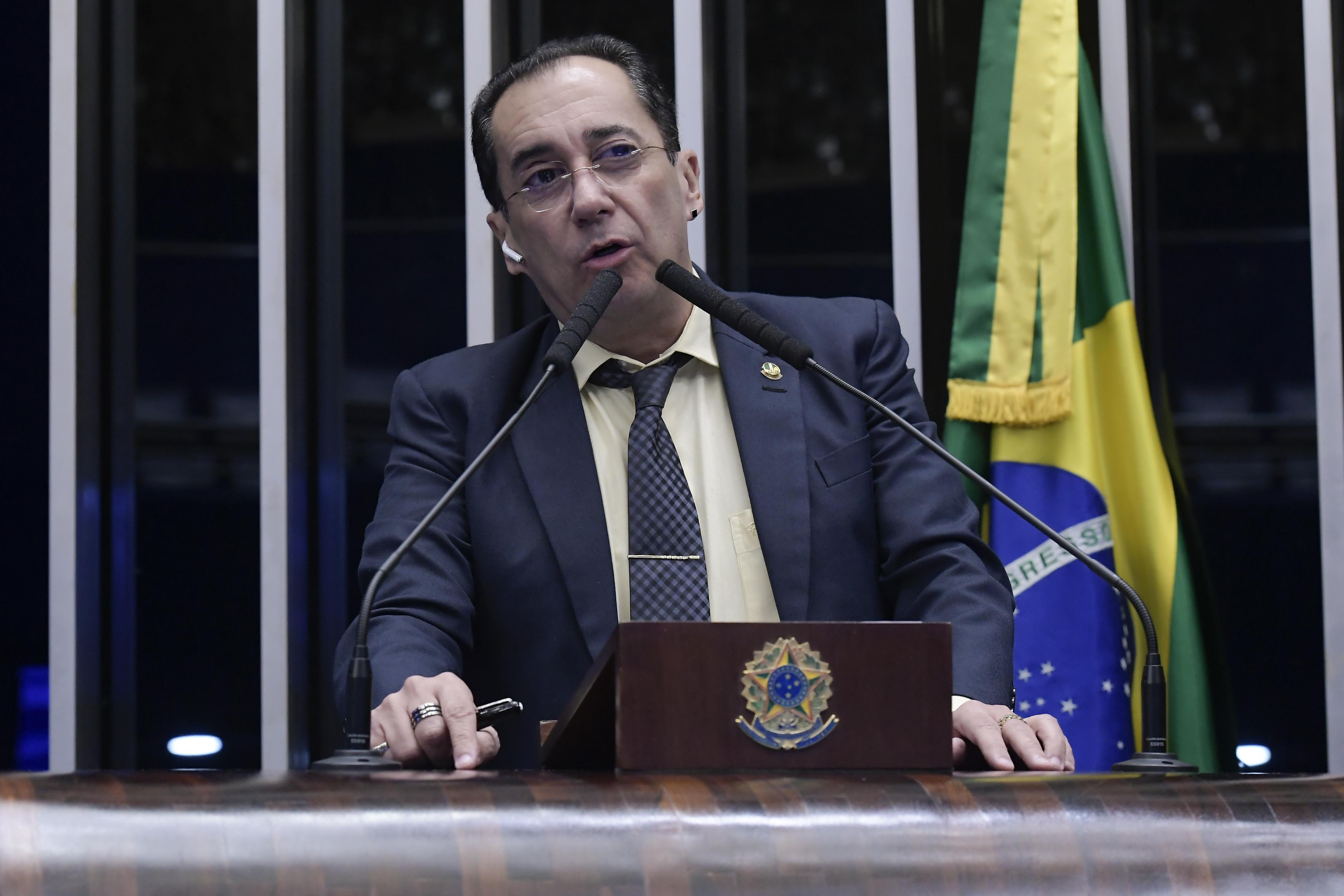 IMAGEM: Bolsonaro disse que 'ia para a porrada' com Randolfe, afirma Kajuru