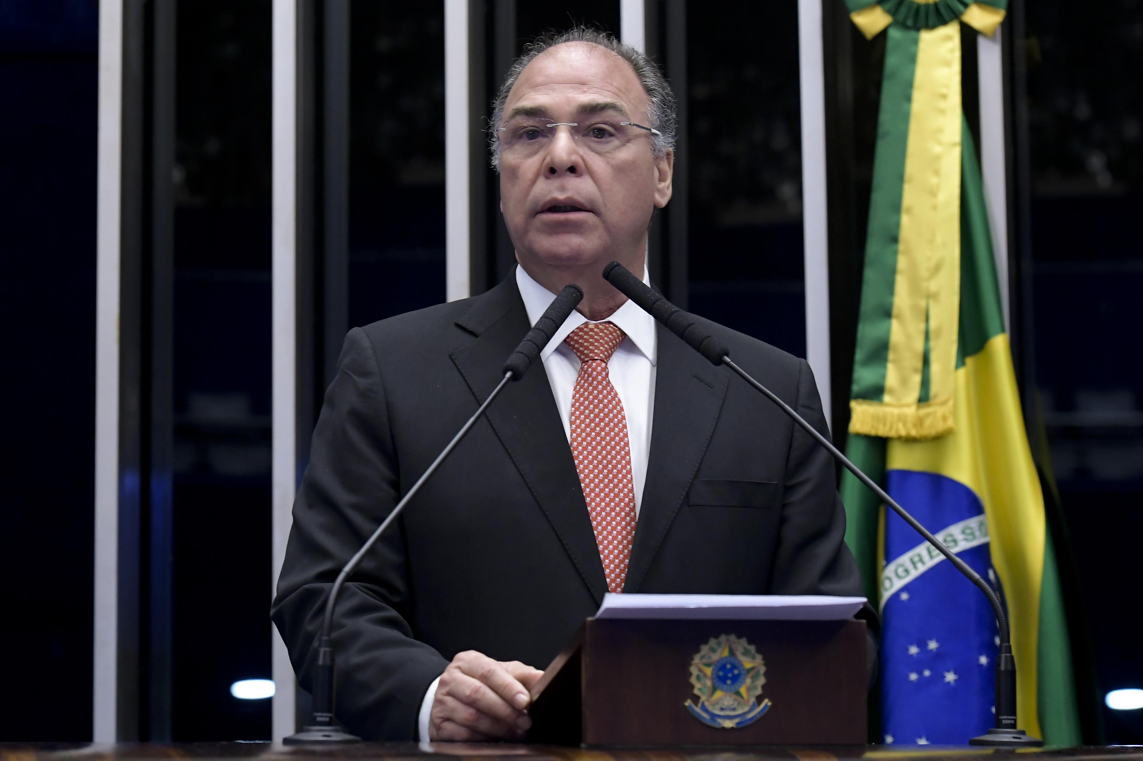 """IMAGEM: """"Vamos deixar decantar"""", diz Bezerra, sobre vetos ao novo marco do saneamento"""