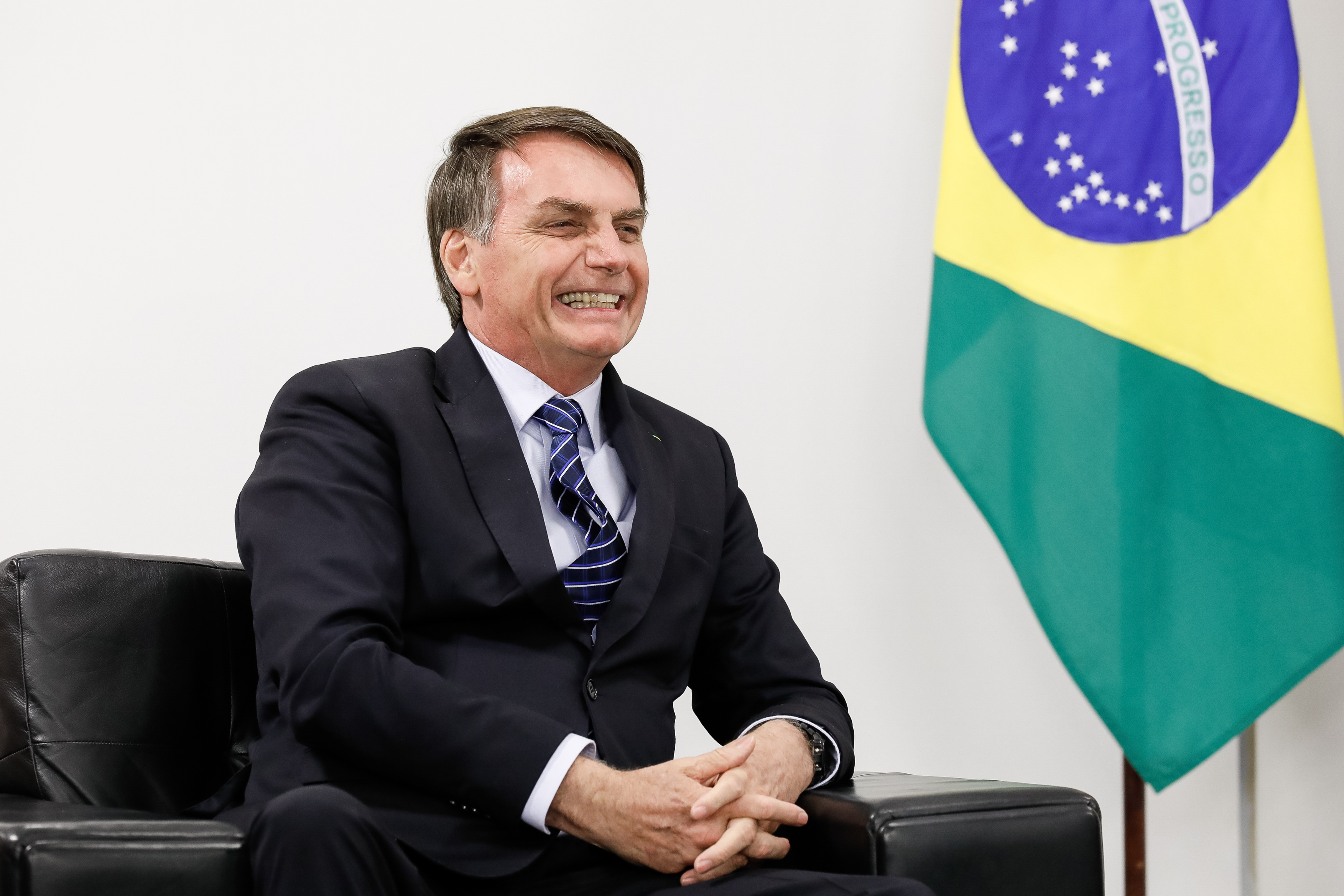 """IMAGEM: Bolsonaro diz que vai """"abrir vistos"""" para cidadãos de outros países"""