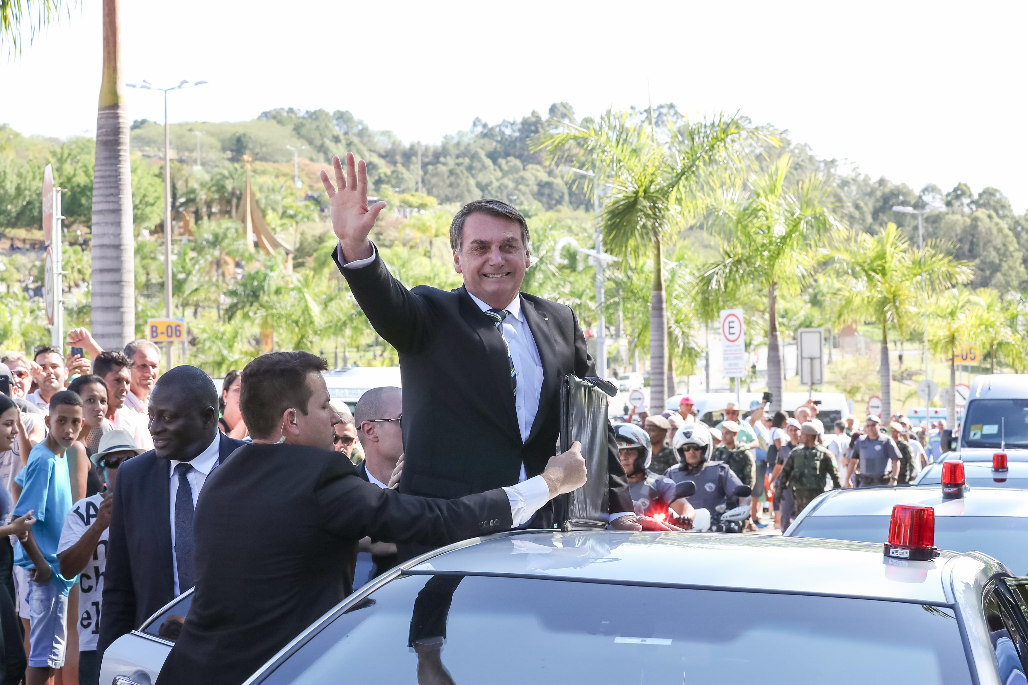 """IMAGEM: """"Queimar maquinário? Outra história"""", diz Bolsonaro a garimpeiros"""