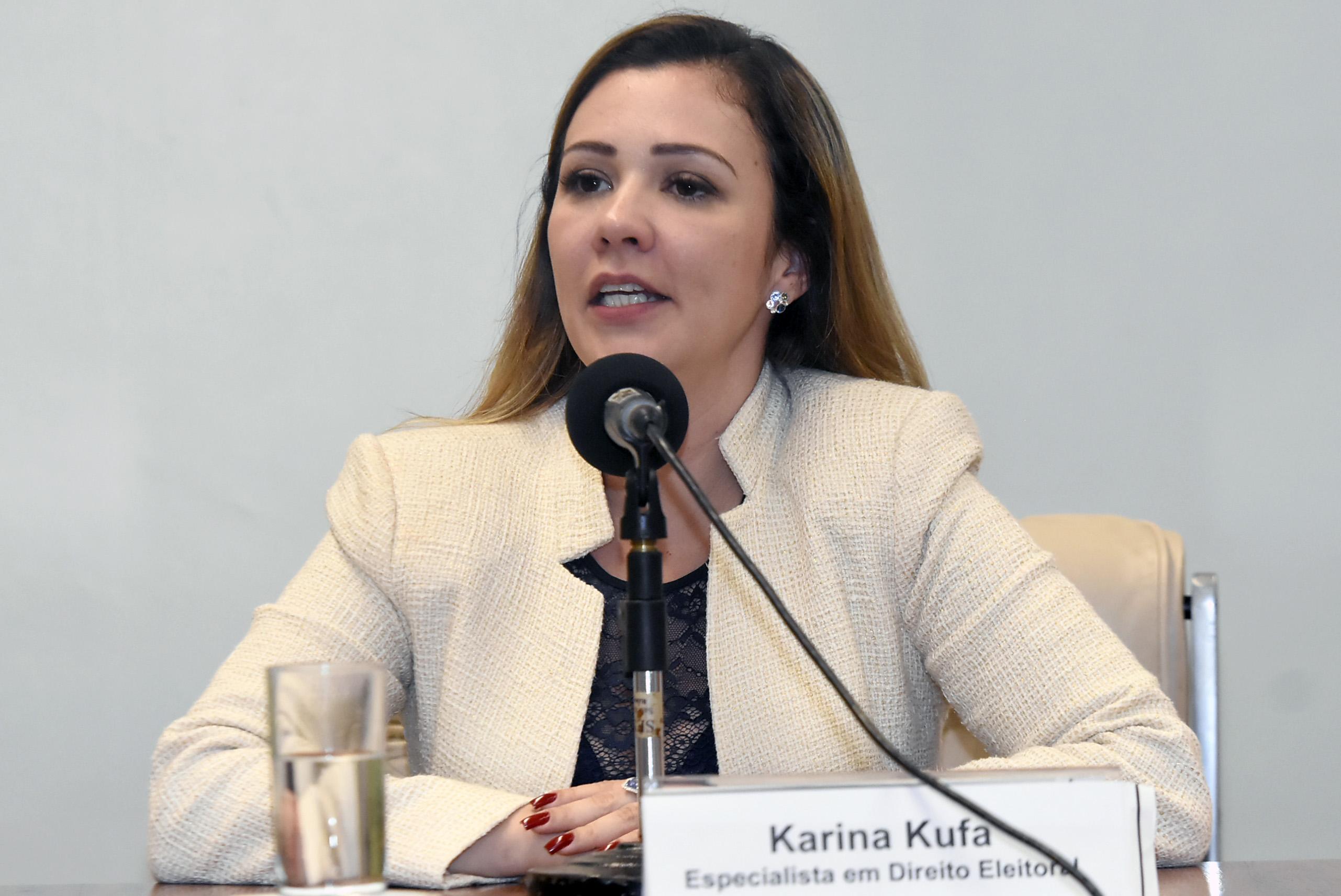 IMAGEM: Advogada de Bolsonaro é condenada a restituir R$ 50 mil ao PSL
