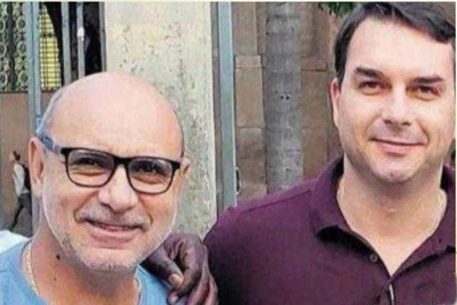 IMAGEM: Advogado nega que tenha deixado caso Queiroz por calote