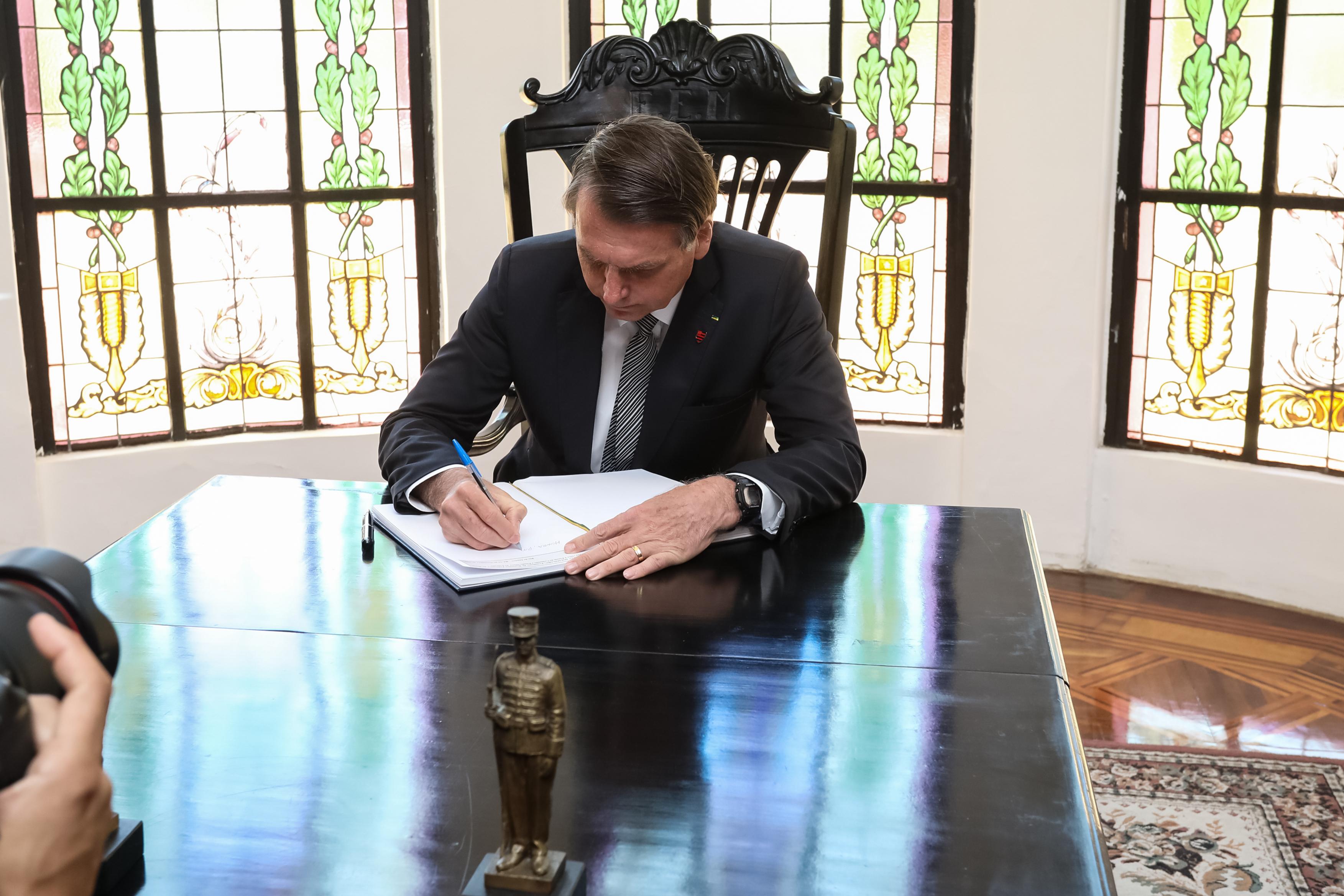 IMAGEM: Bolsonaro veta proibição de despejo de inquilino durante pandemia