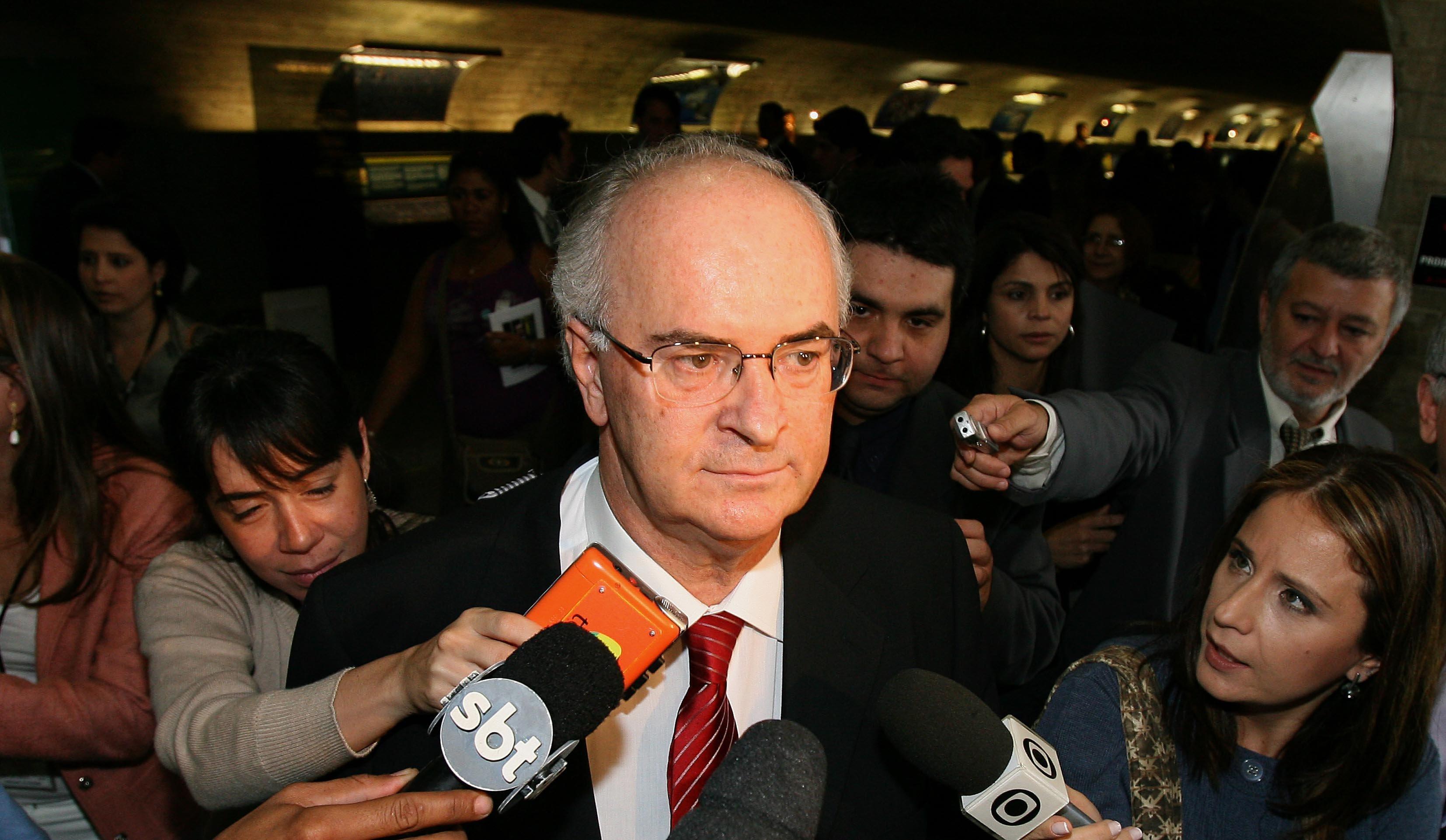 IMAGEM: Diniz diz que foi 'de comprador a mercadoria' com contratação de advogado de Lula
