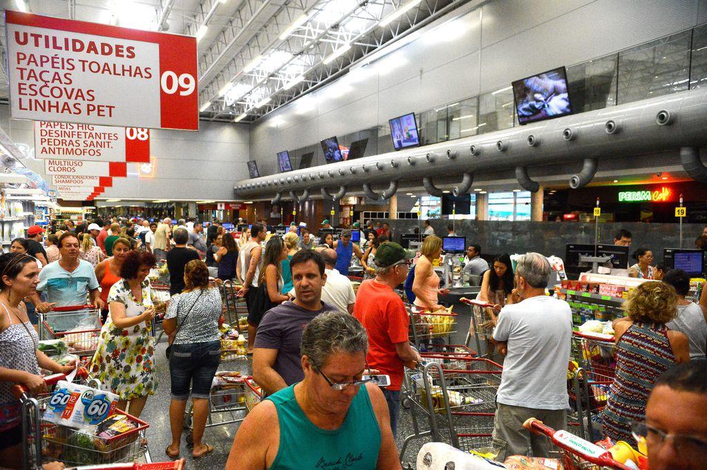 IMAGEM: Confiança do consumir sobe um pouco em maio, diz FGV