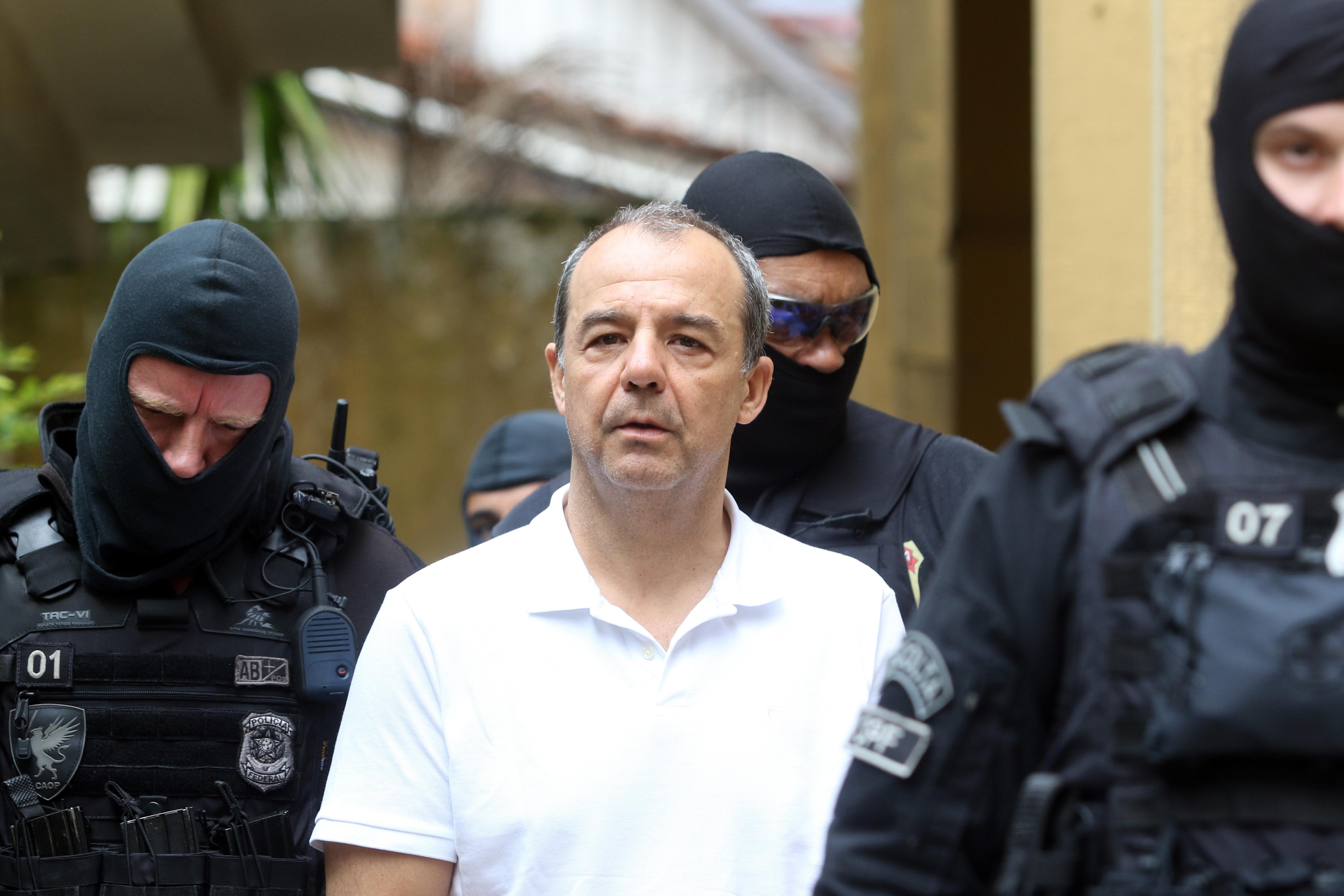 IMAGEM: Blindagem de Flávio Bolsonaro favorece quadrilha de Sérgio Cabral