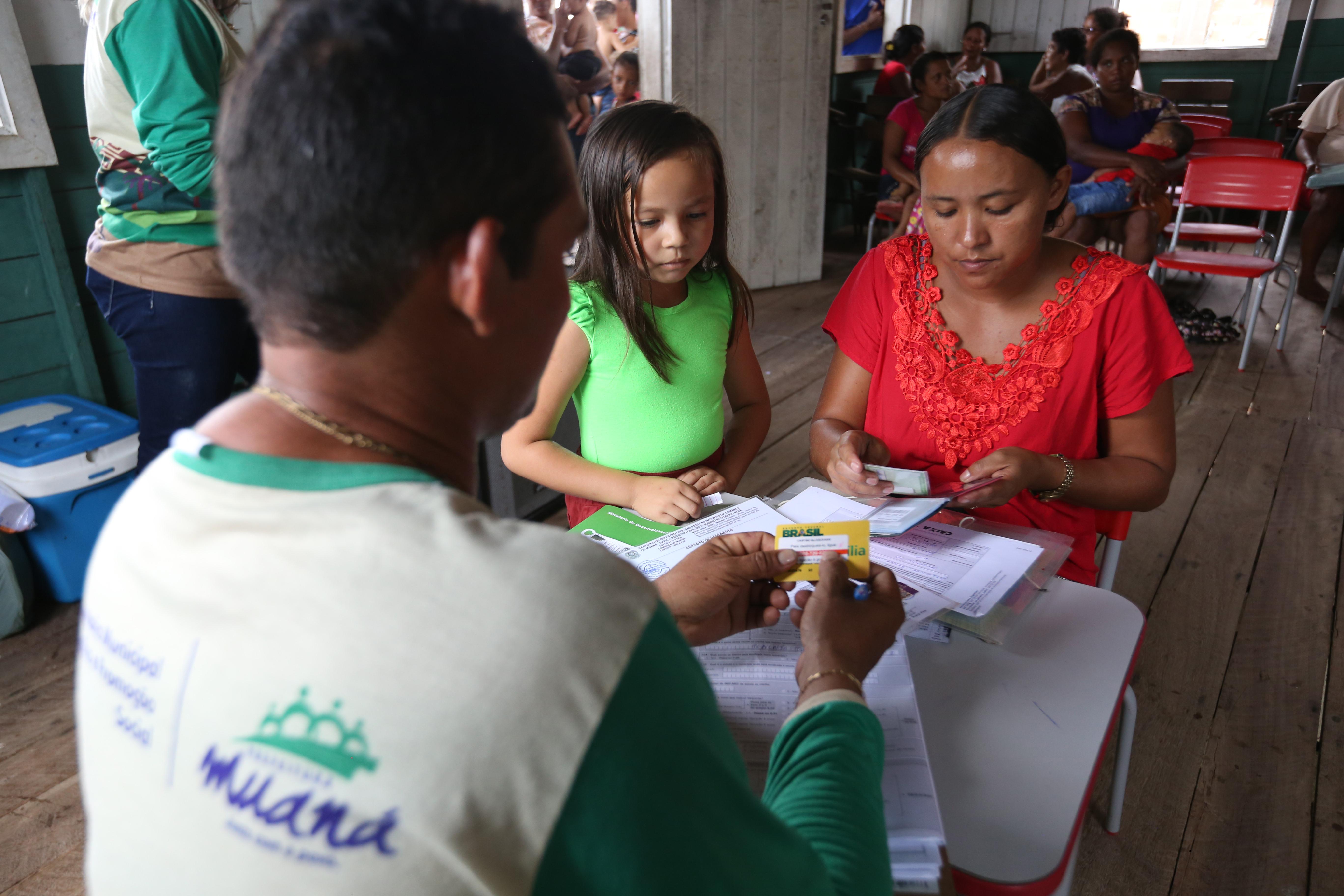 IMAGEM: Deputada pede a atenção do governo para os assistentes sociais