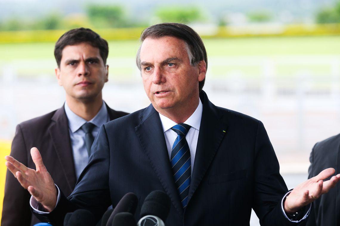 IMAGEM: Bolsonaro diz que convenceu Trump a não sobretaxar 'aço e alumínio' do Brasil