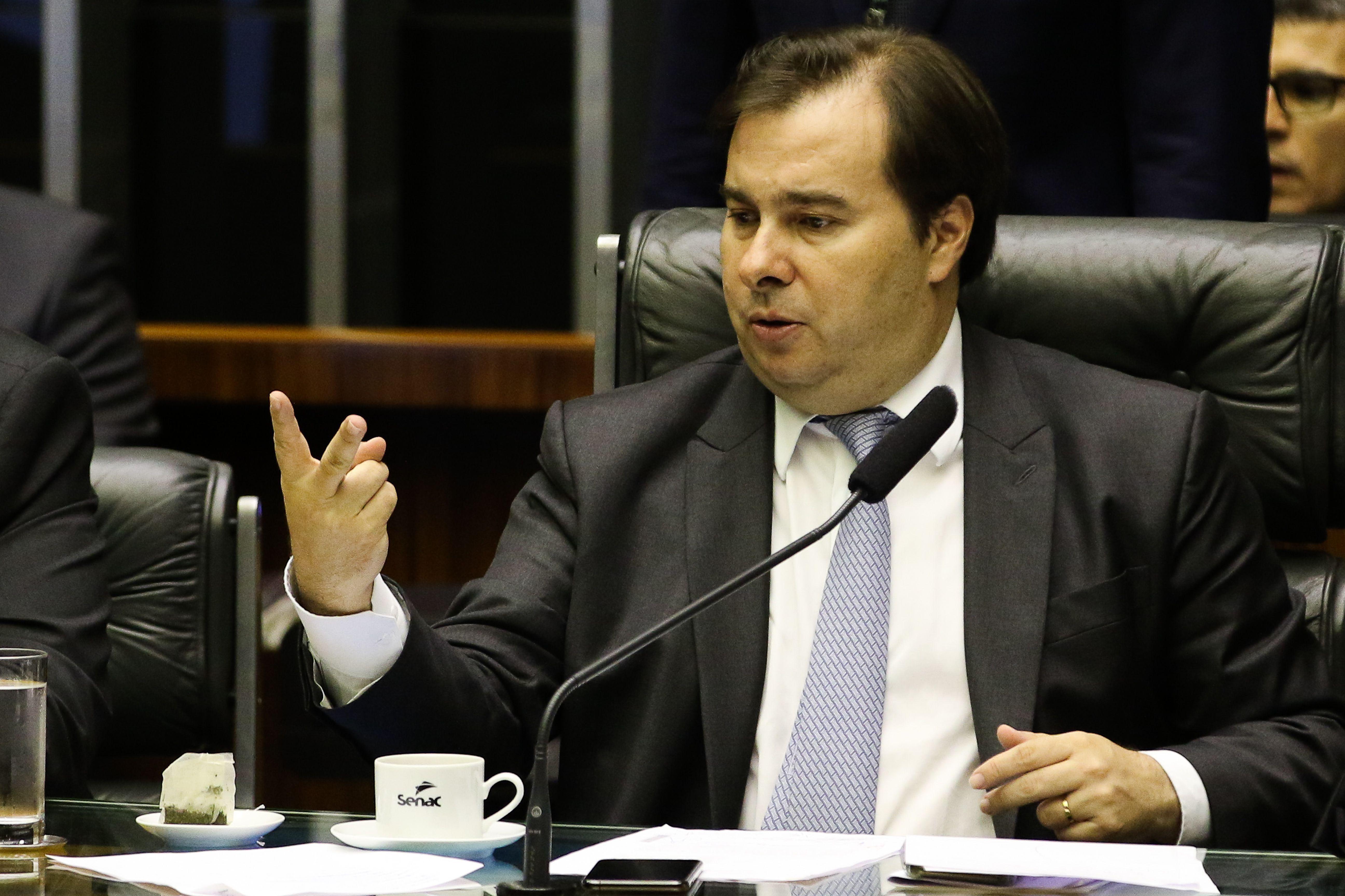 IMAGEM: Maia e Bolsonaro afinados para evitar taxação de energia solar