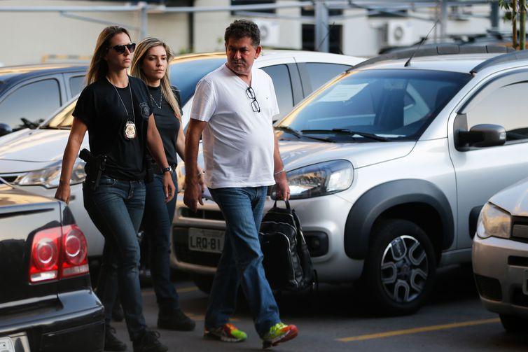 IMAGEM: Ex-deputados libertados por engano voltam à cadeia no Rio