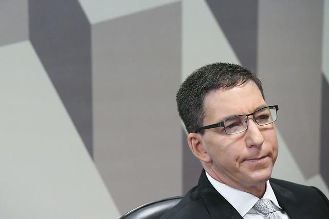 IMAGEM: MPF pede condenação de Glenn Greenwald por 126 condutas criminosas