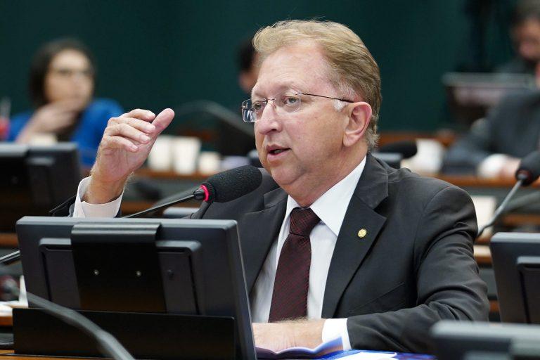 IMAGEM: Justiça autoriza deputado a ministrar cultos