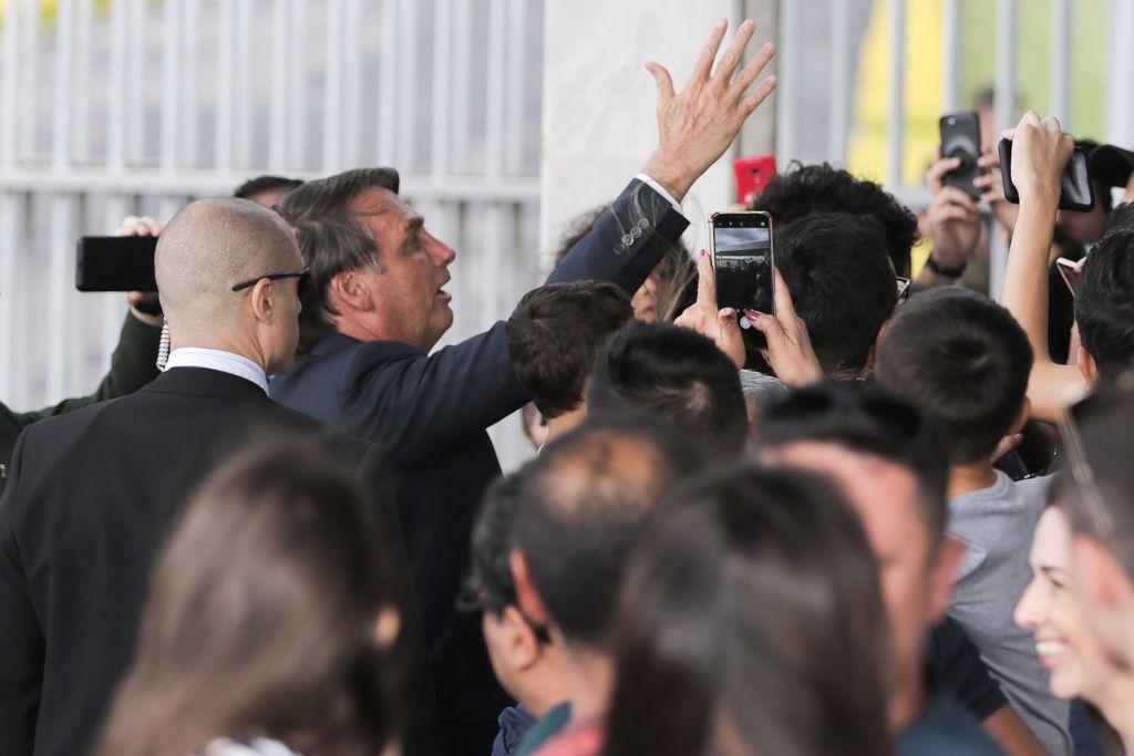 """IMAGEM: Bolsonaro: """"A solução é não dar mais entrevistas"""""""