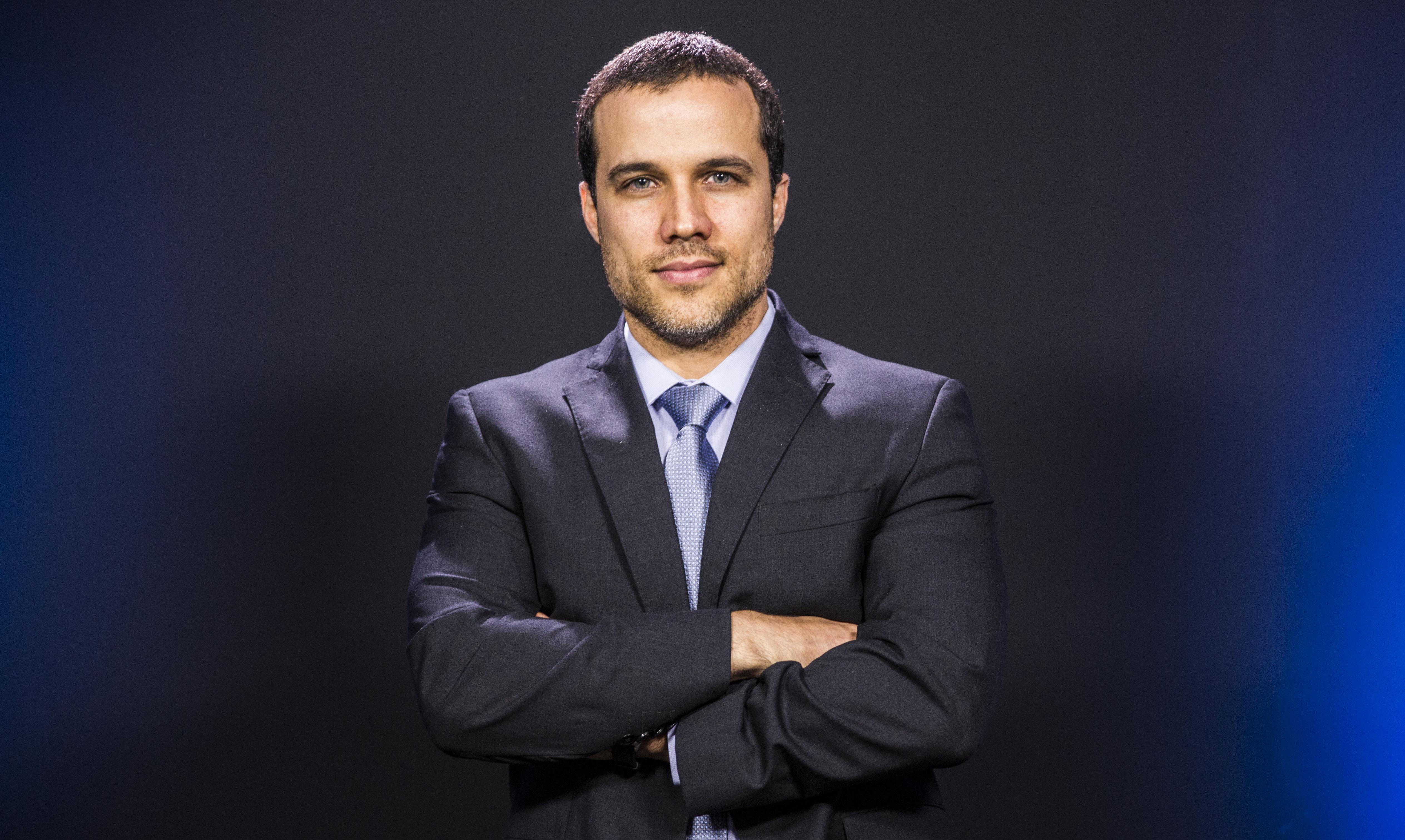 IMAGEM: Felipe Moura Brasil: como governos compram apoio de veículos de comunicação