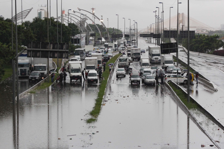 IMAGEM: SP suspende rodízio de veículos nesta terça