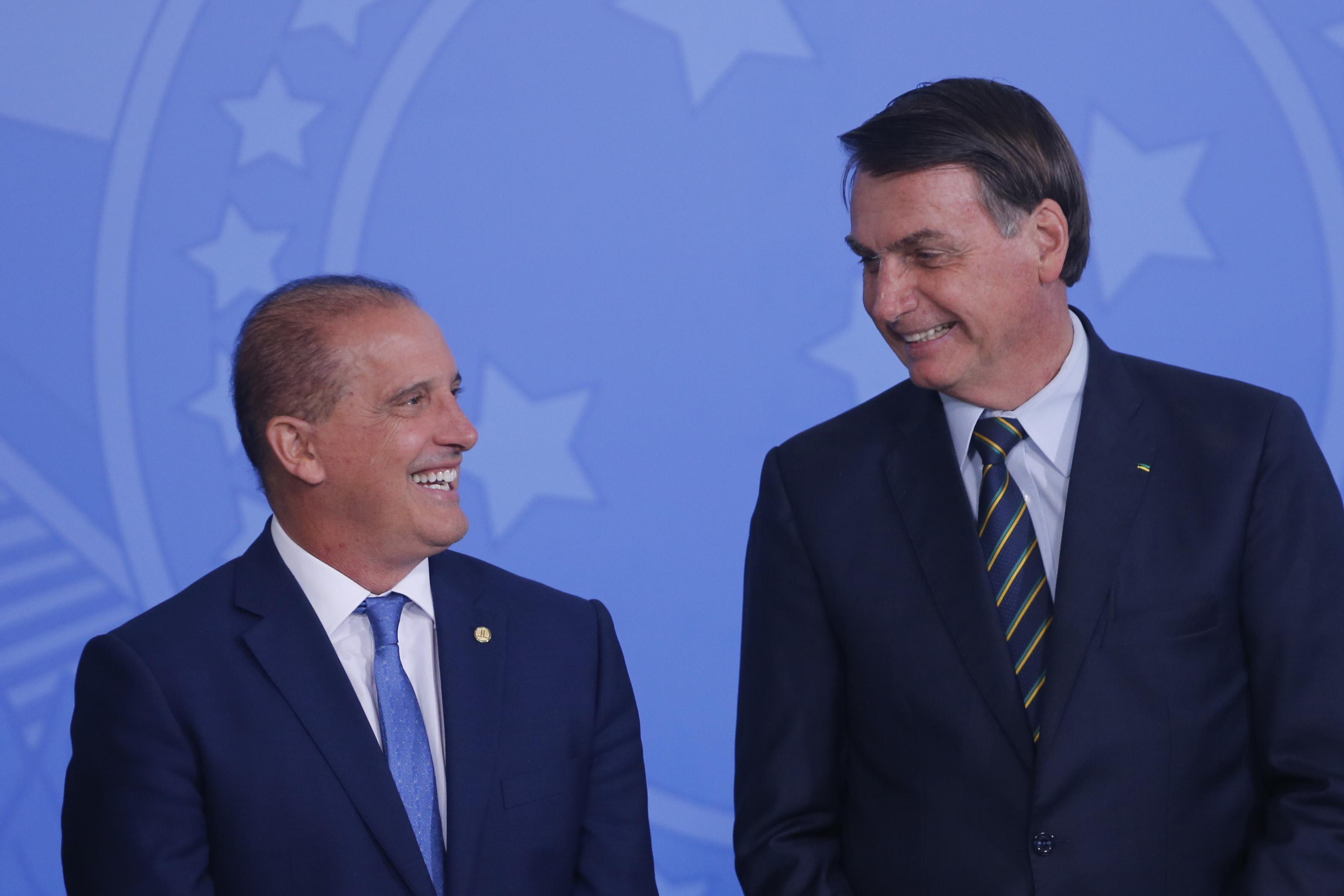 IMAGEM: Bolsonaro deve chutar Onyx