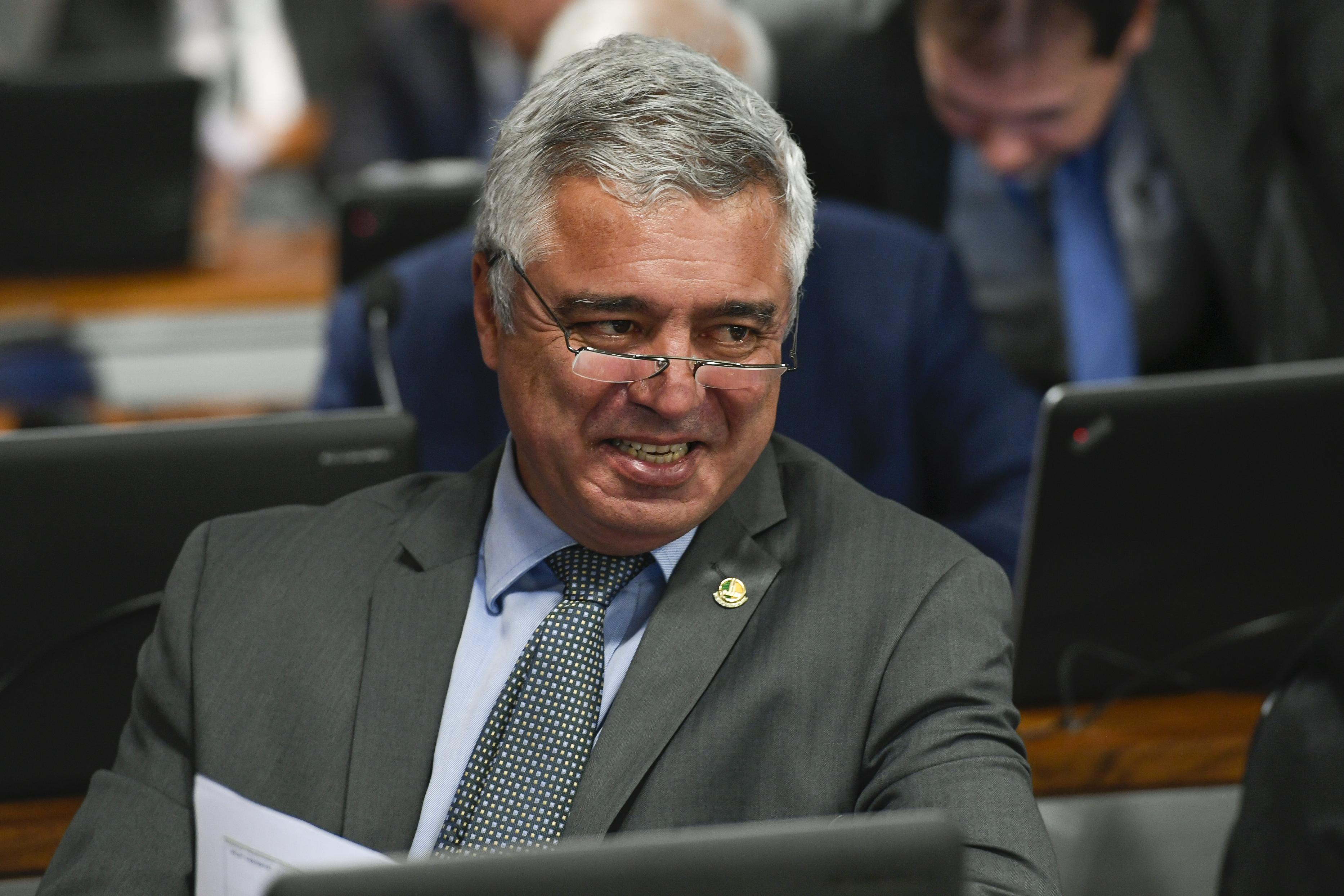 IMAGEM: Senador propõe reforma tributária sem criar imposto sobre bens e serviços