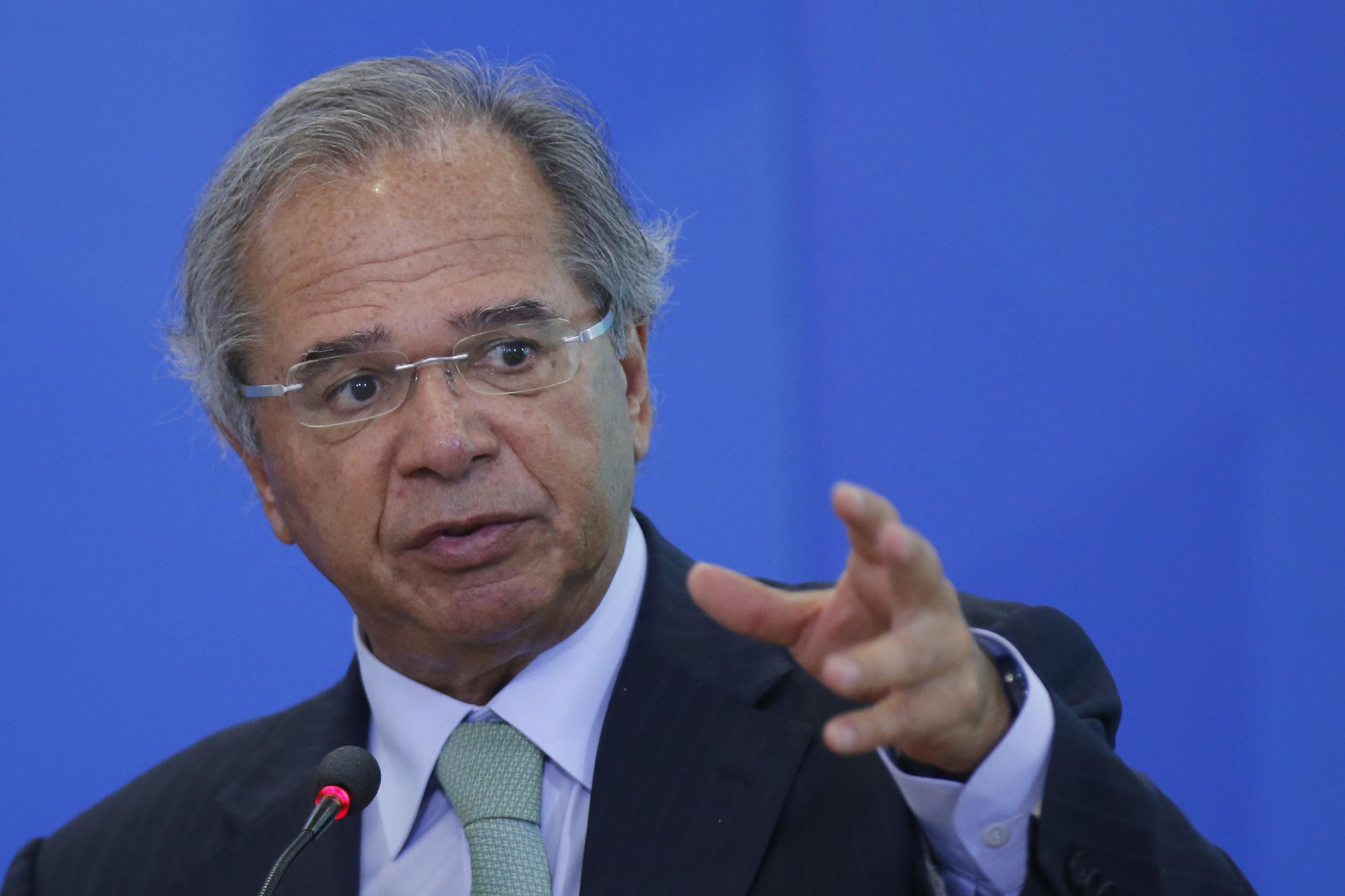 IMAGEM: Governo vai unificar programas sociais, diz Guedes