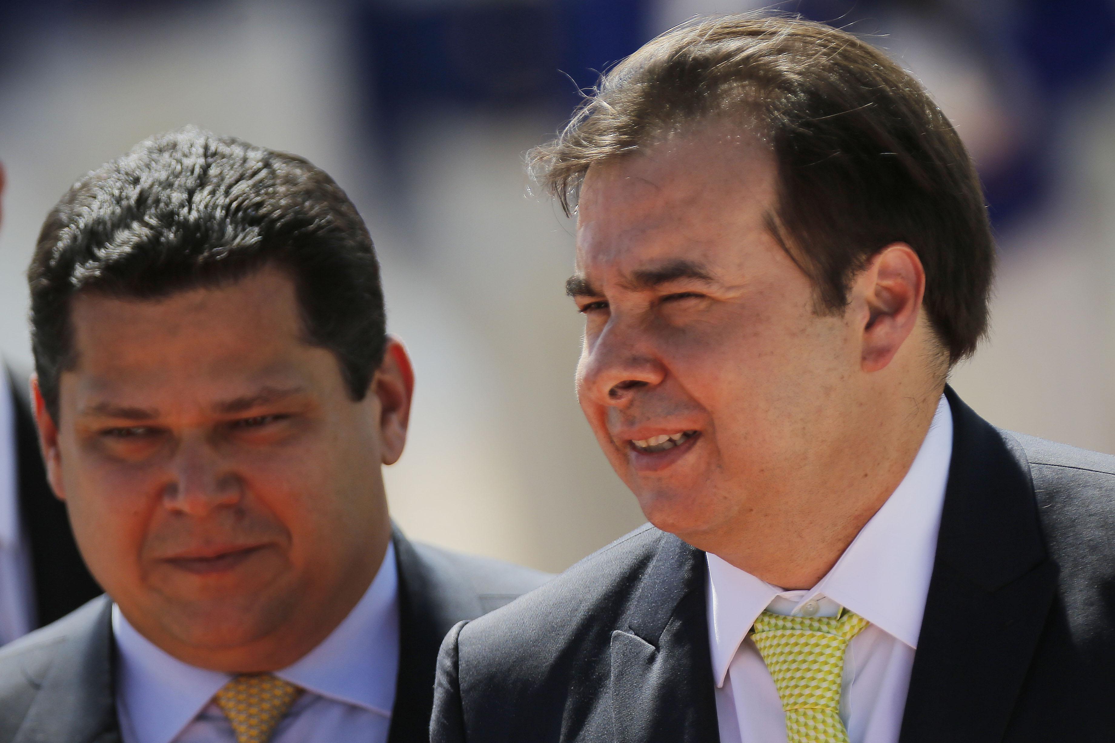 IMAGEM: Maia e Alcolumbre negociam recesso de uma semana no Congresso