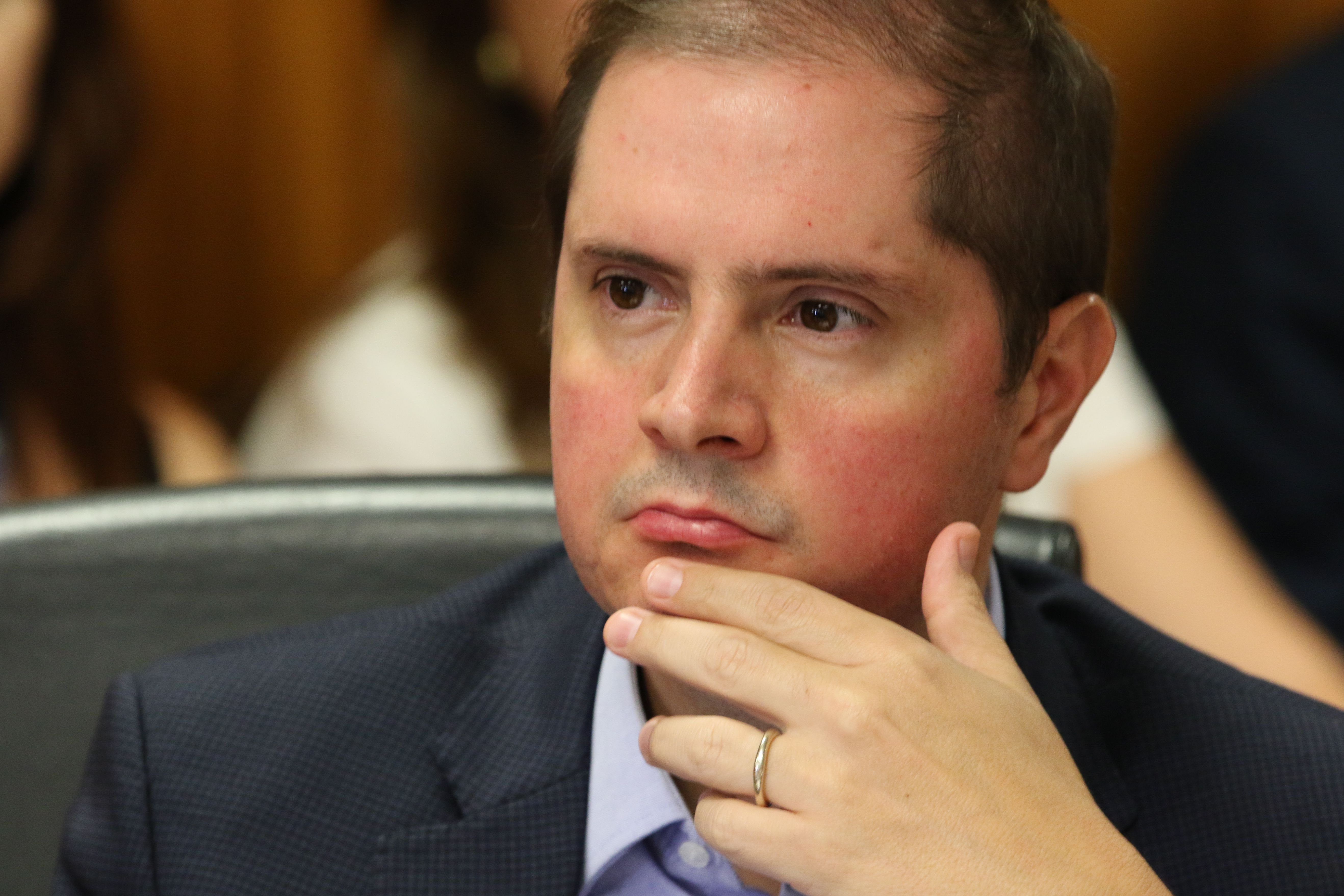 IMAGEM: Texto original da MP tinha compensação financeira para suspensão de contratos