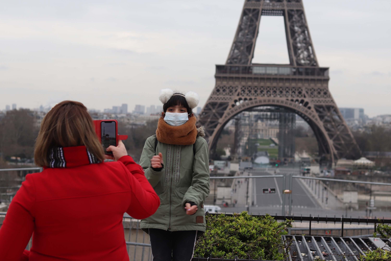 IMAGEM: Torre Eiffel reabre no dia 25