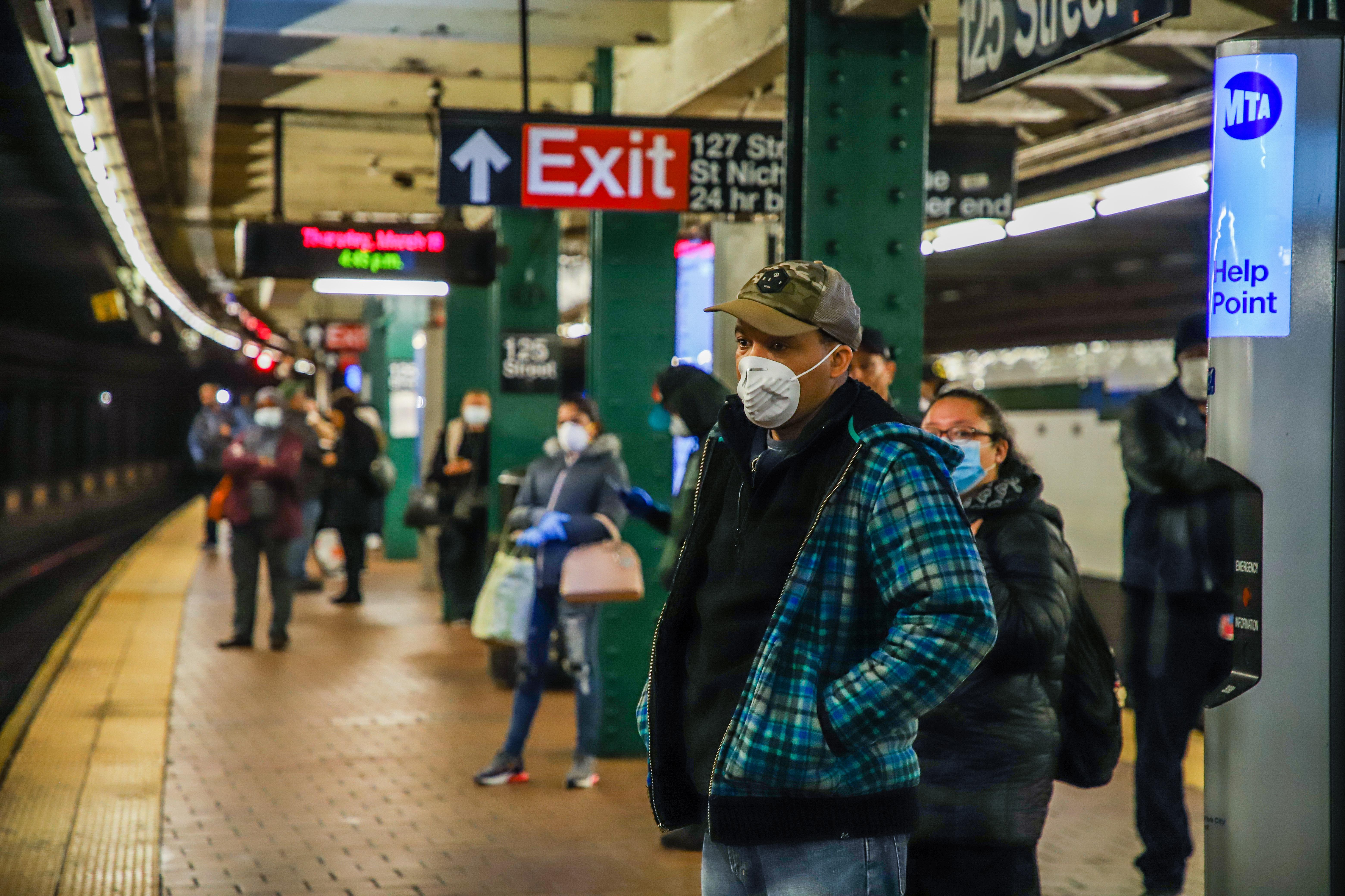 IMAGEM: Governo americano deve recomendar que todos usem máscaras de pano